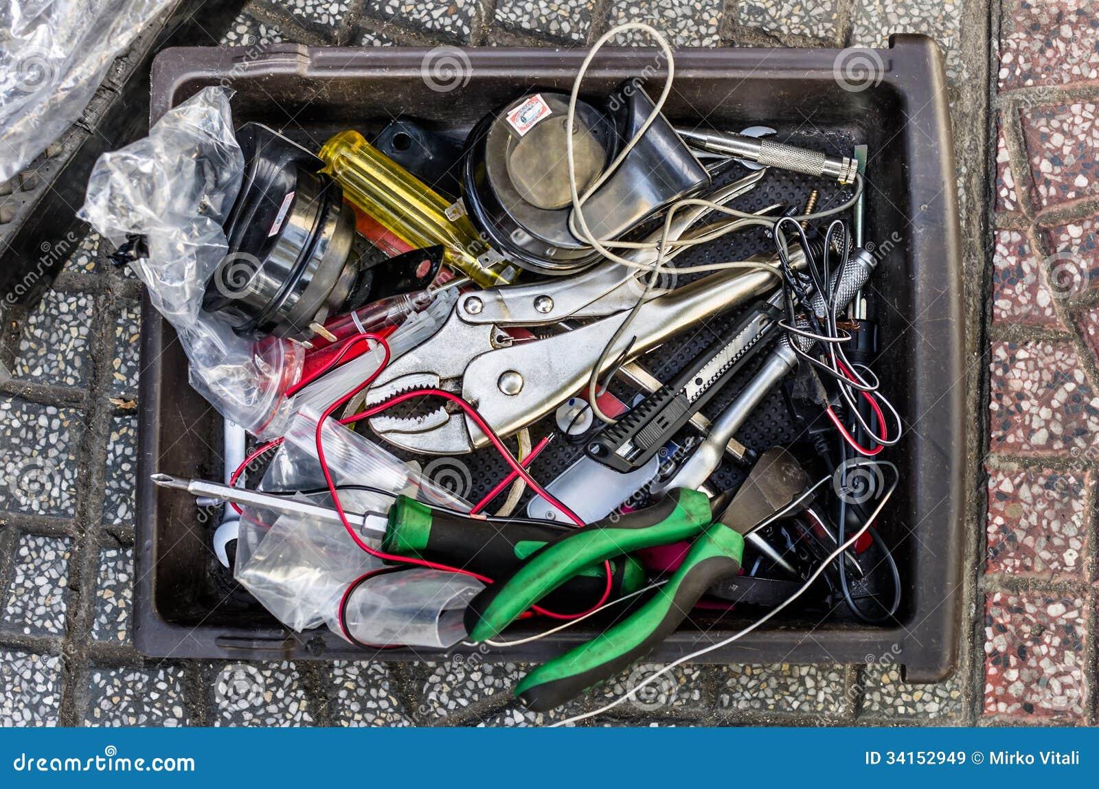 Caja de herramientas desordenada imagen de archivo - Caja de herramientas precio ...