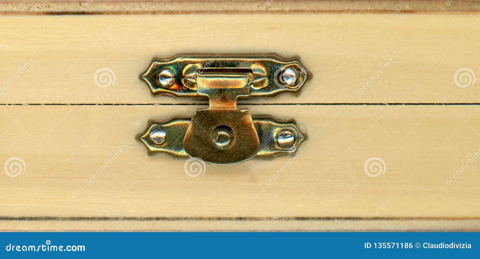 Caja de madera de la caja con la cerradura