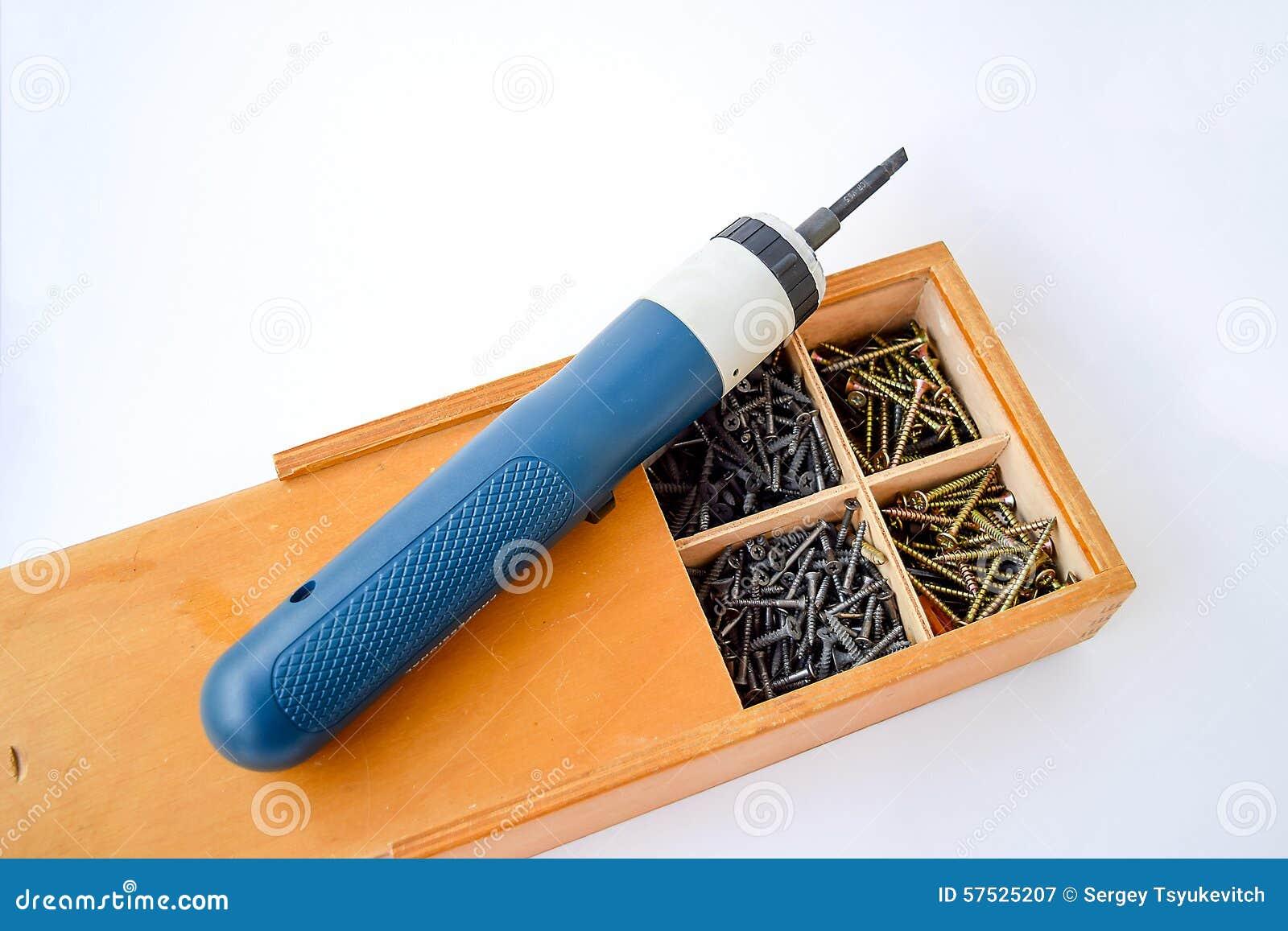 Caja de madera para almacenar tornillos y un - Tornillo para madera ...