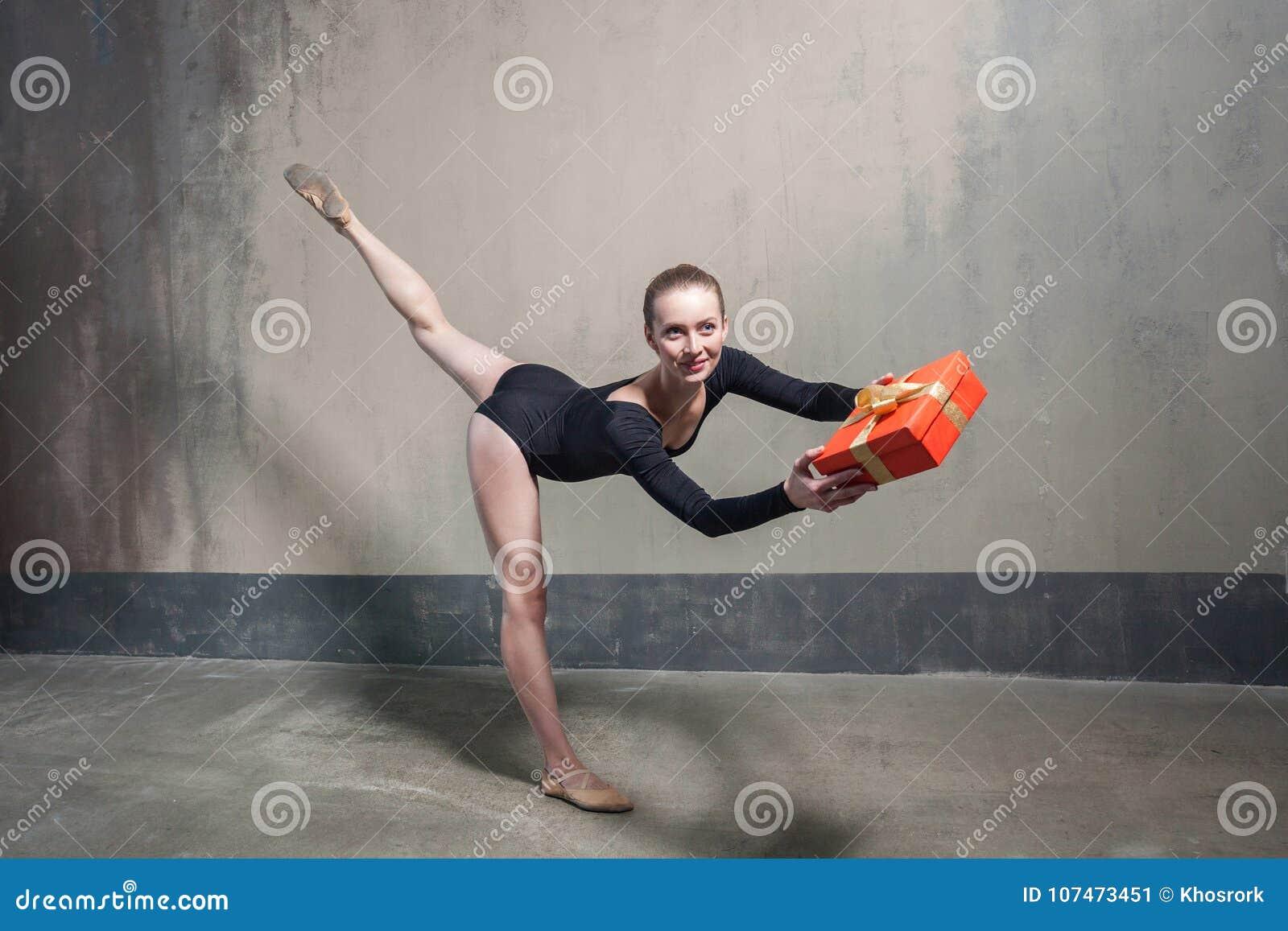 Caja de regalo adulta joven del presente del bailarín de ballet para usted