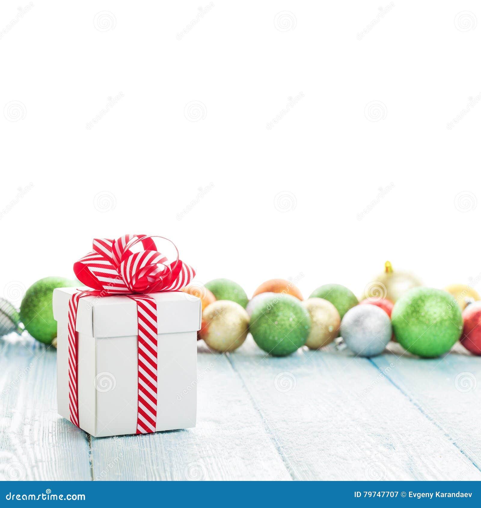 Caja de regalo de la Navidad y decoración colorida de las chucherías