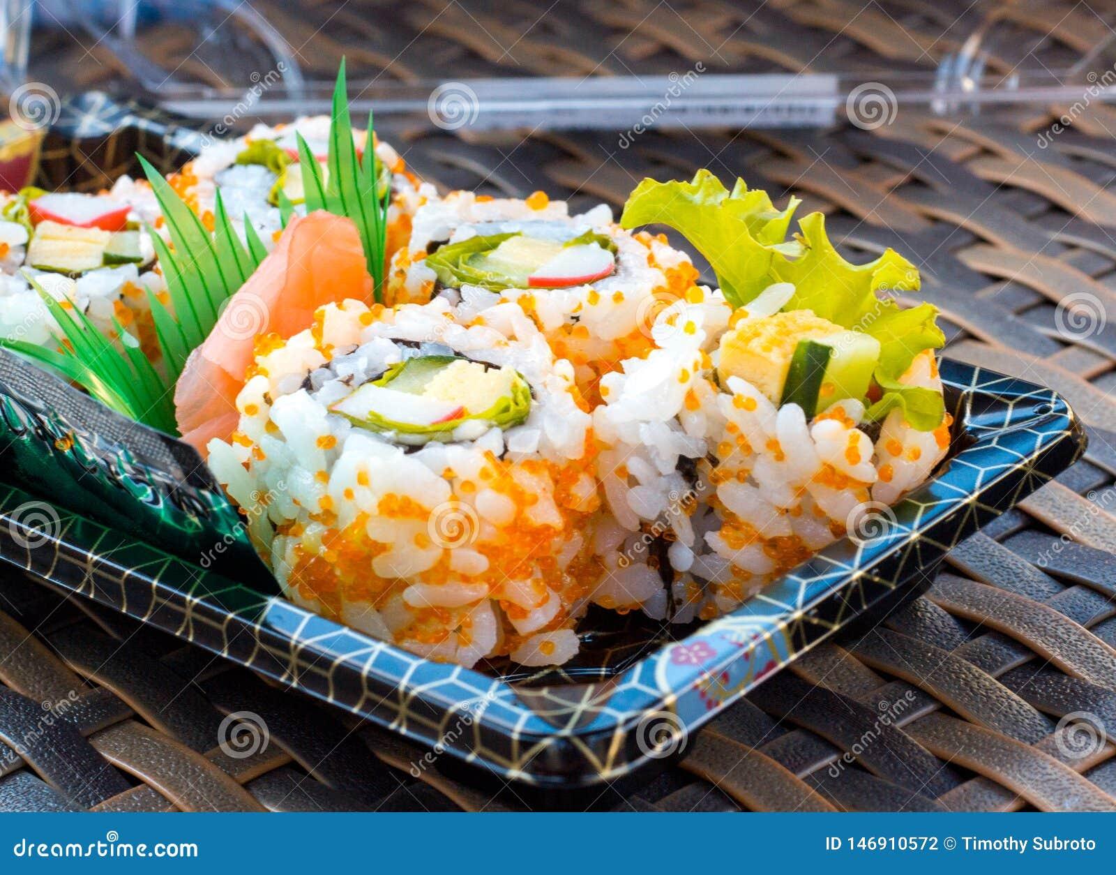 Caja del sushi del rollo de California