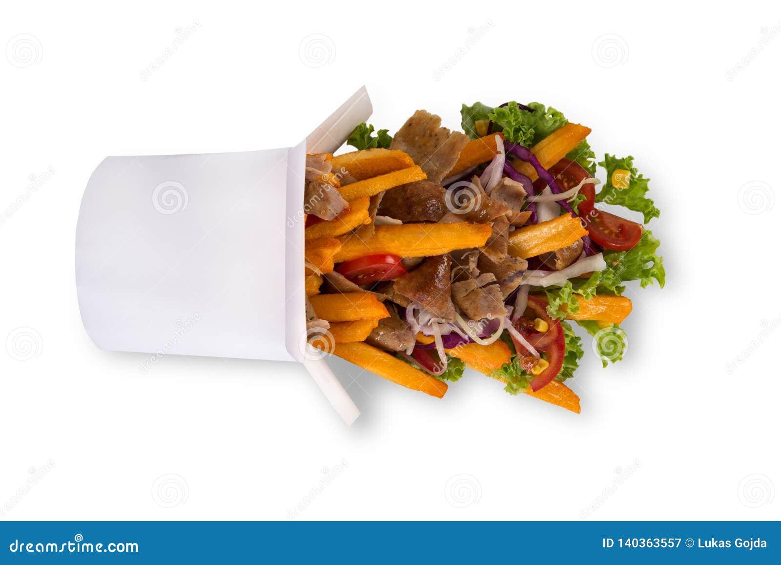 Caja turca del kebab con las patatas fritas en el fondo blanco