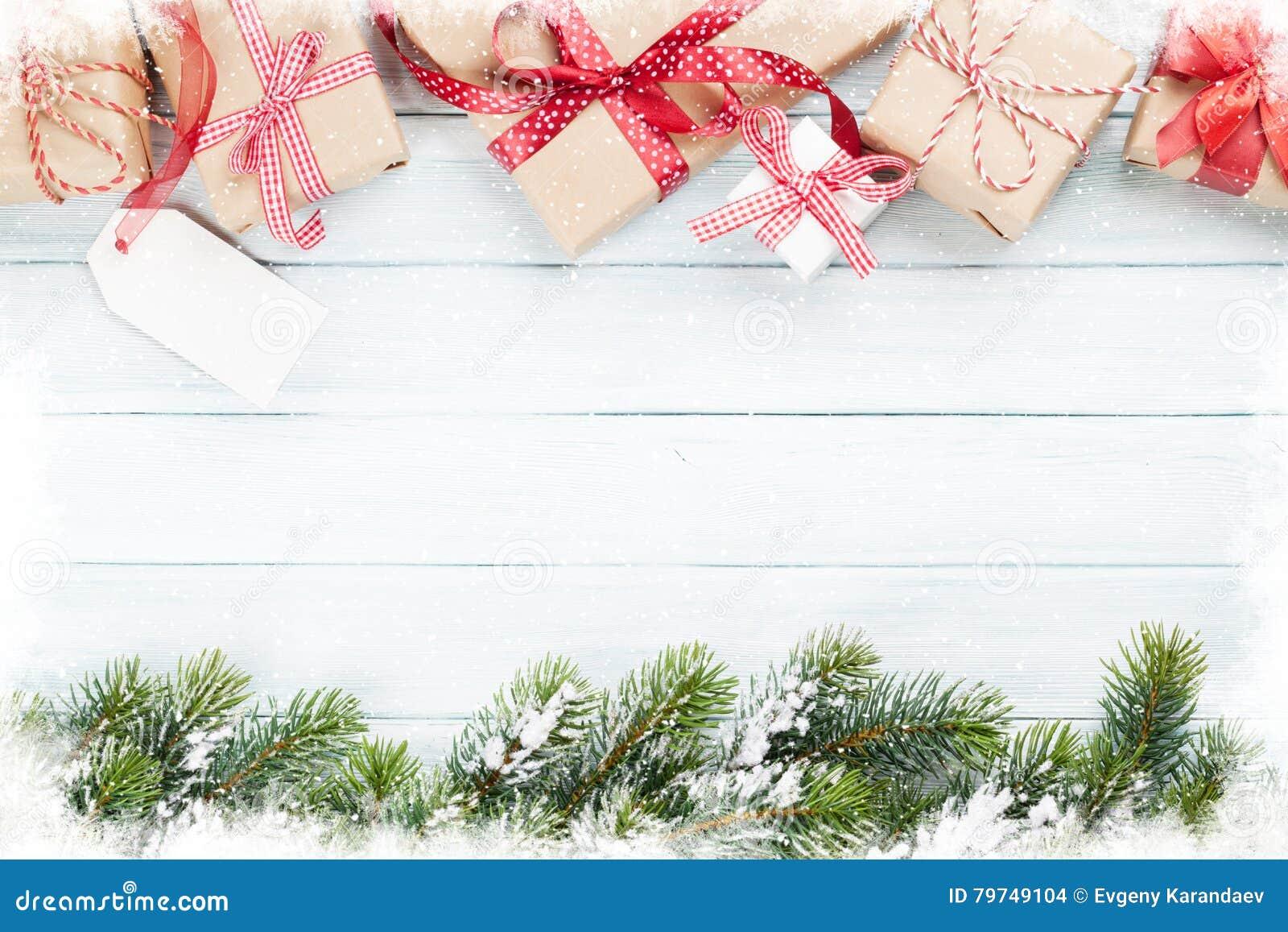 Cajas de regalo de la Navidad y árbol de abeto