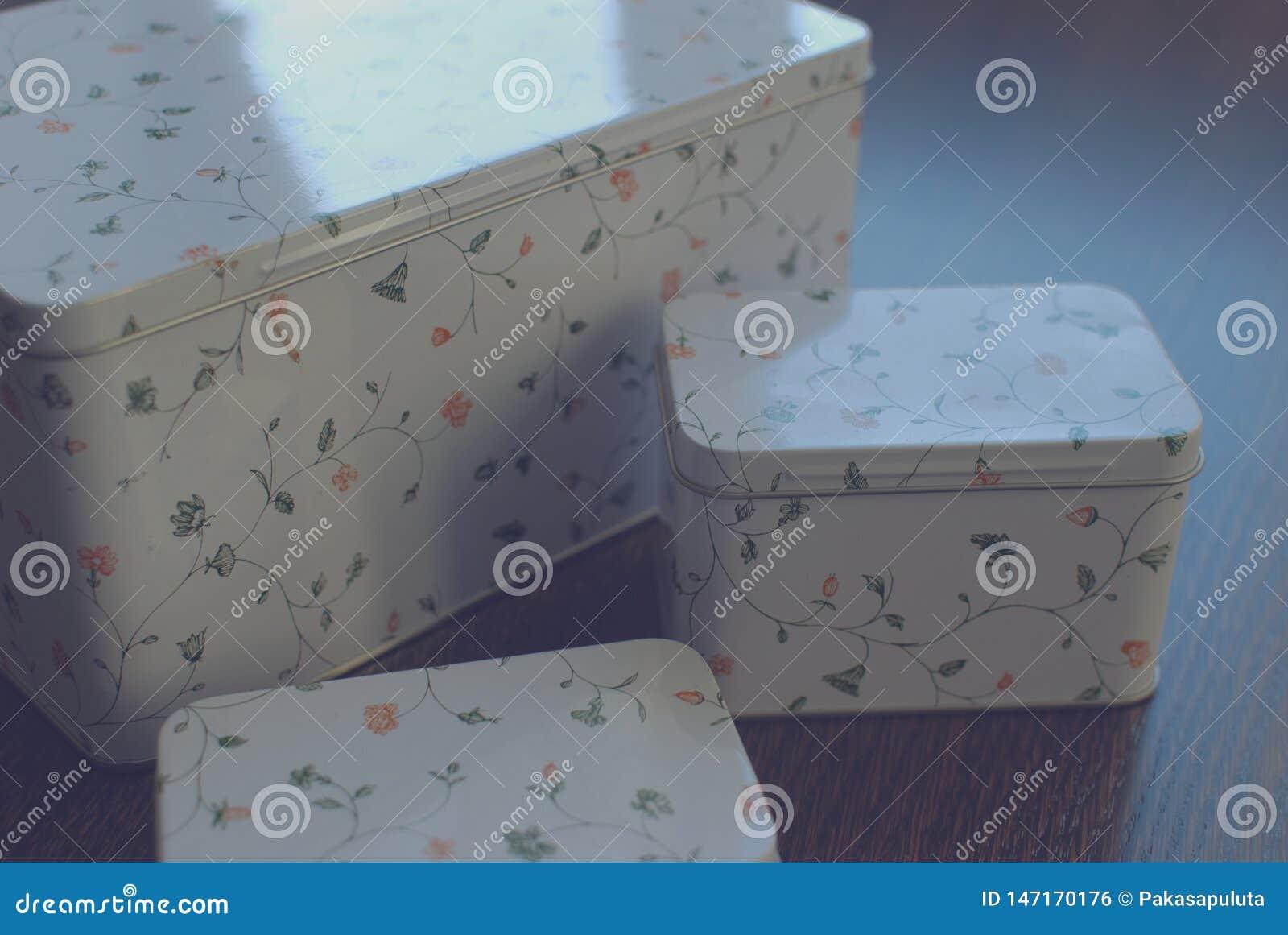 Cajas del metal