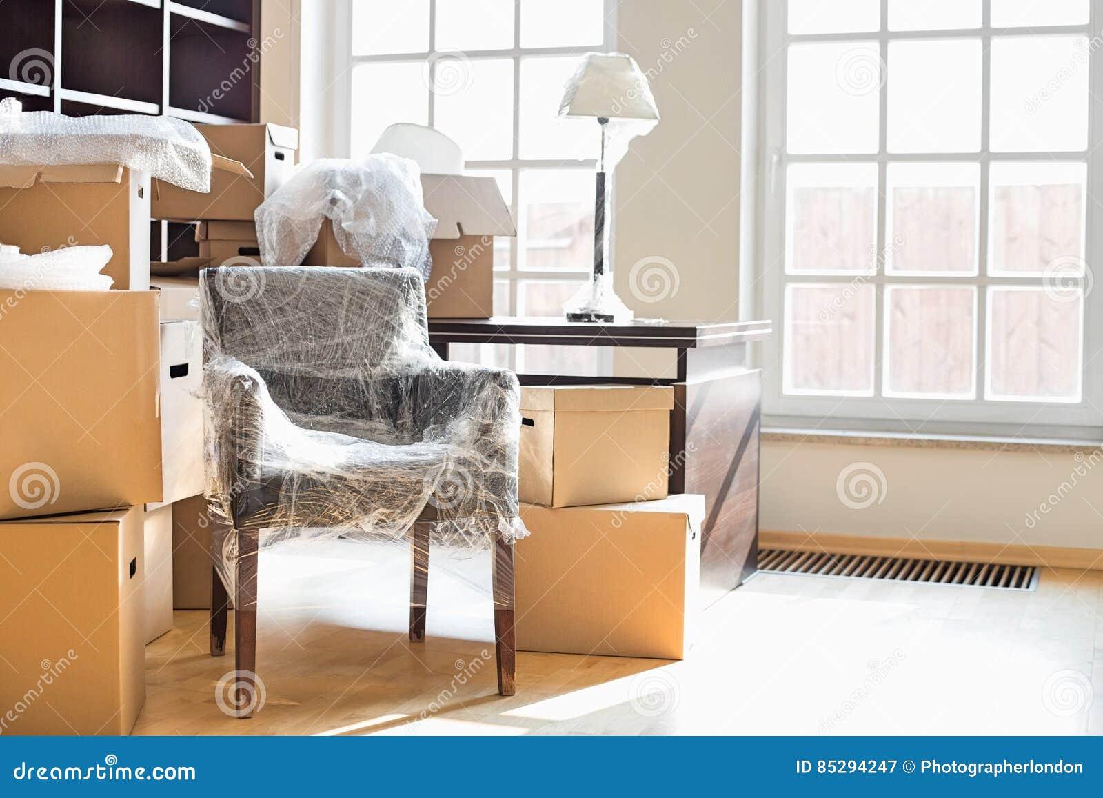 Cajas Y Muebles M Viles En Nuevo Hogar Imagen De Archivo Imagen  # Muebles Nuevo Hogar