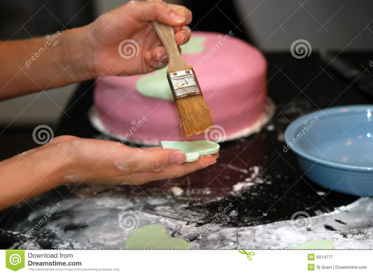 Cake Decorating Stock Images : Cake Decorating Royalty Free Stock Photography - Image ...