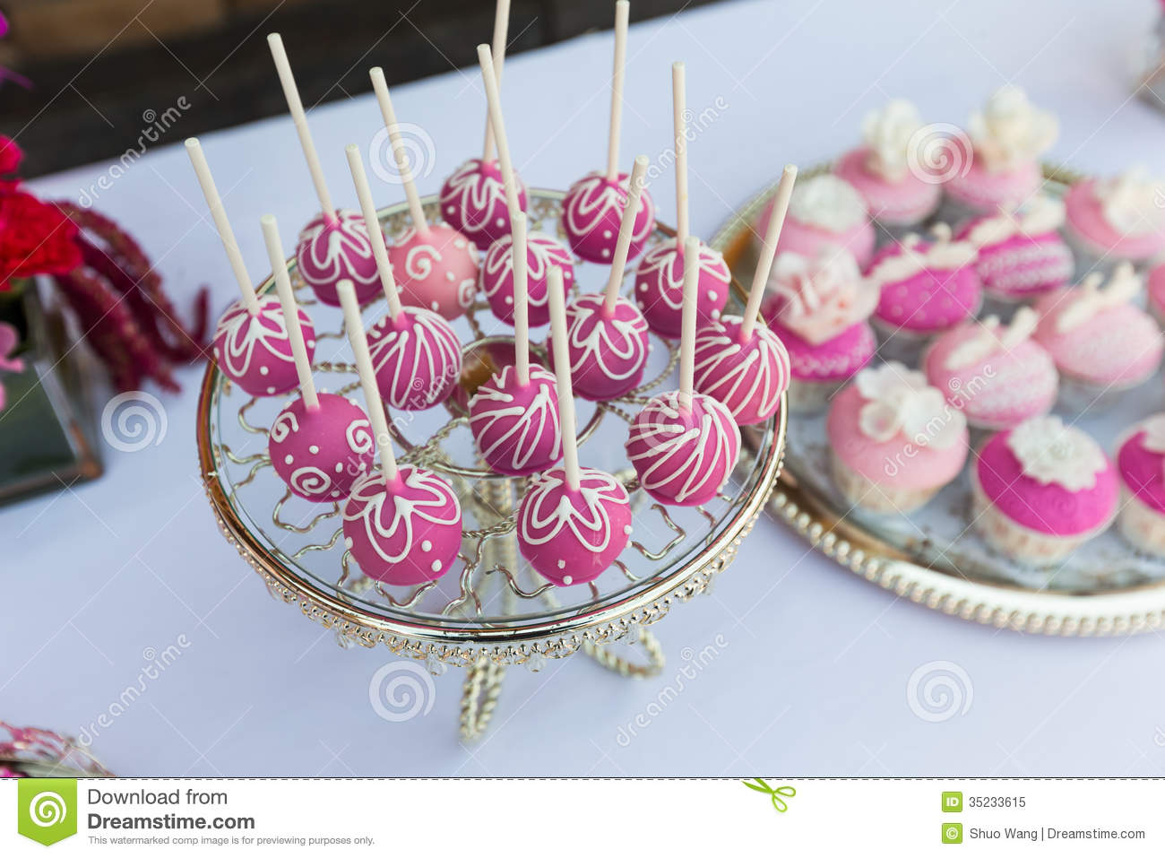 Cake Pops And Cupcakes Royalty Free Stock Image