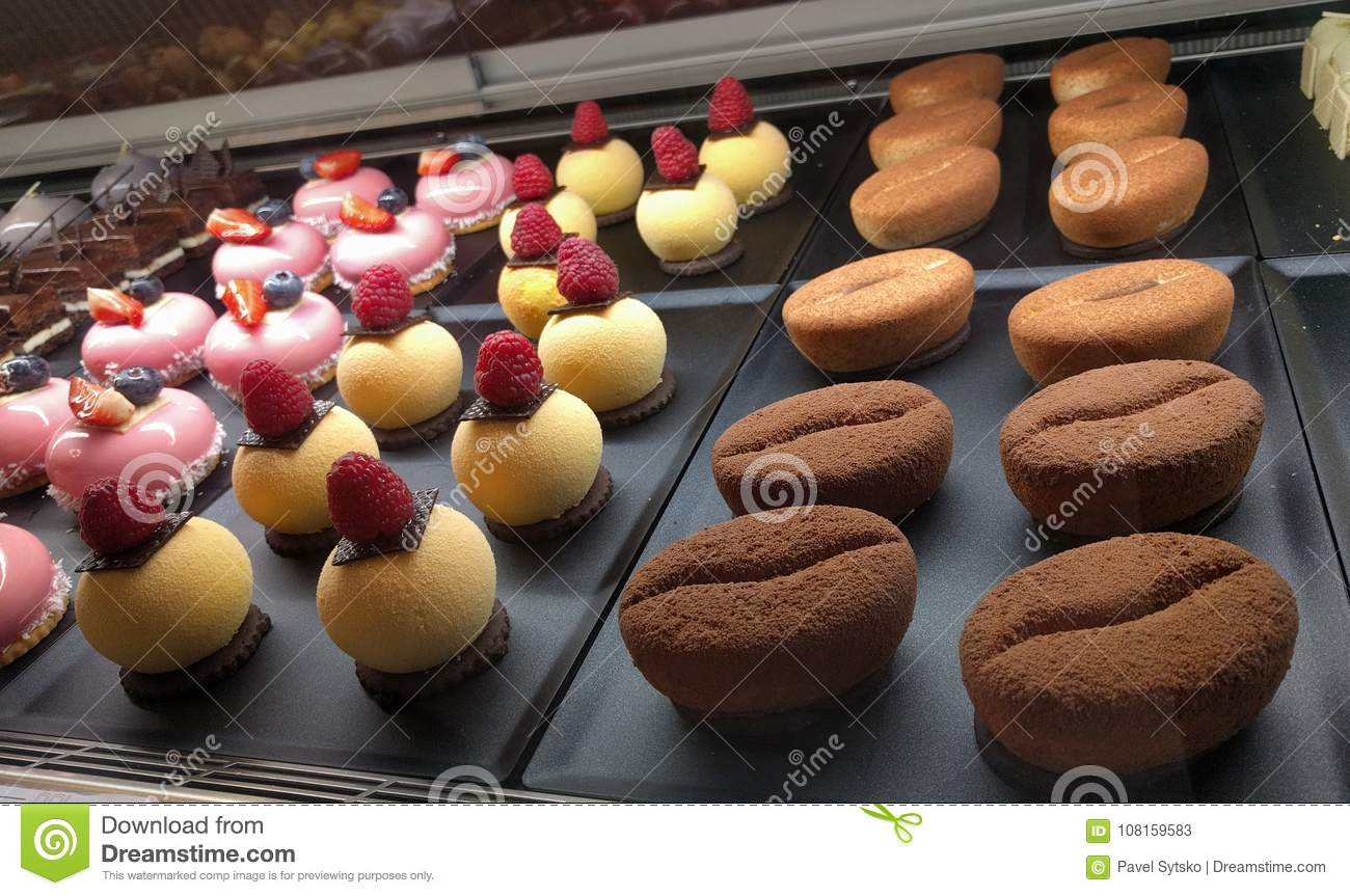 Cakes in confectionery