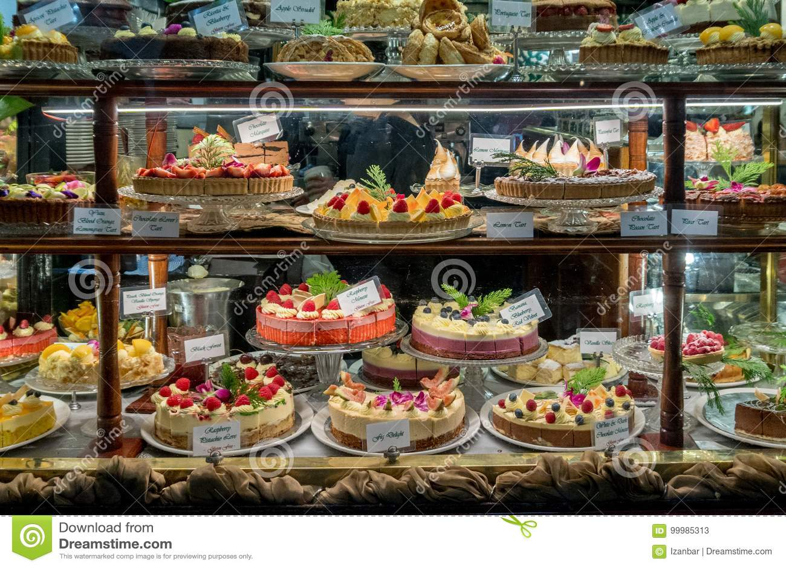Cakevertoning in een patisserie