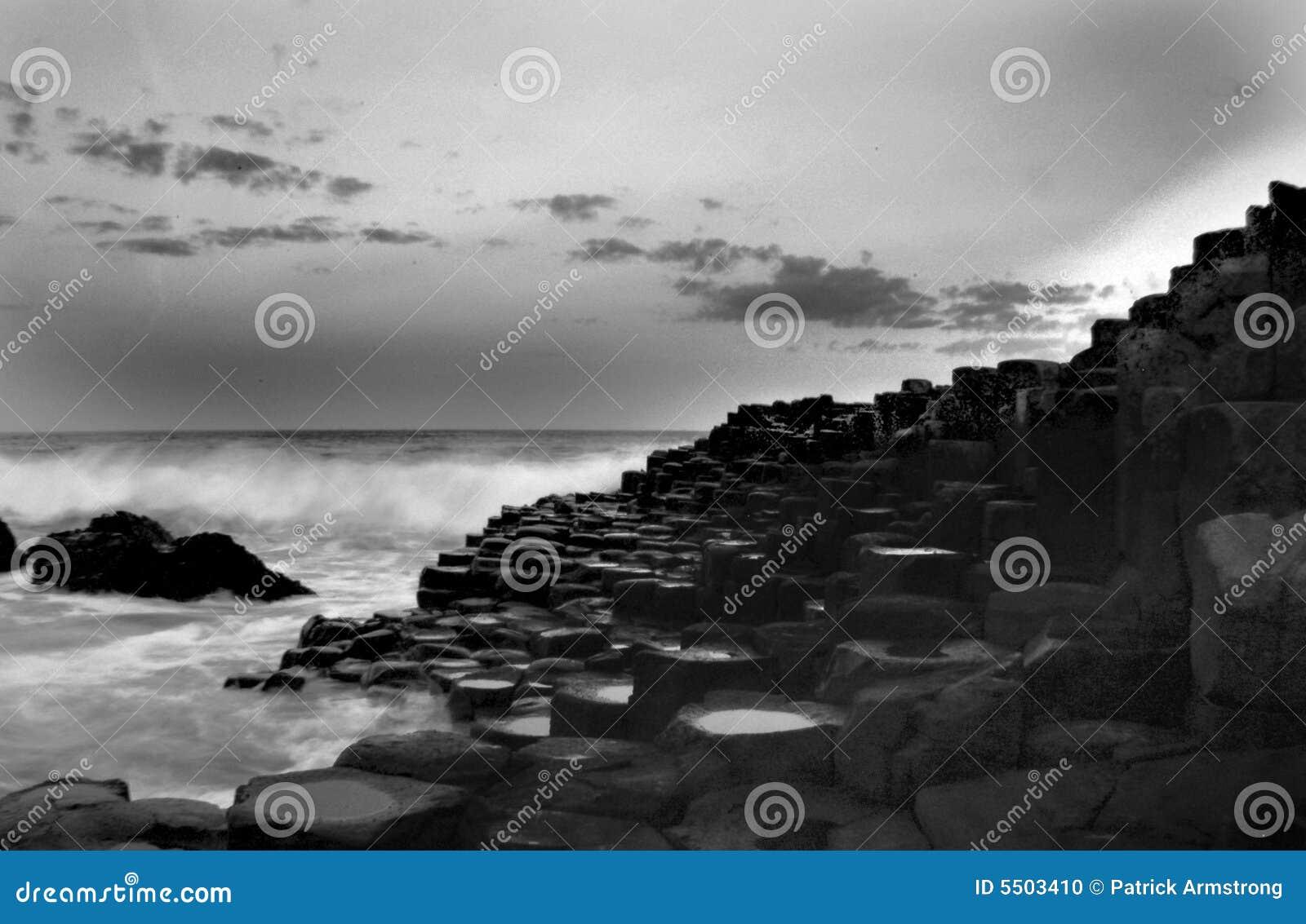 Calçada de Giants preto e branco