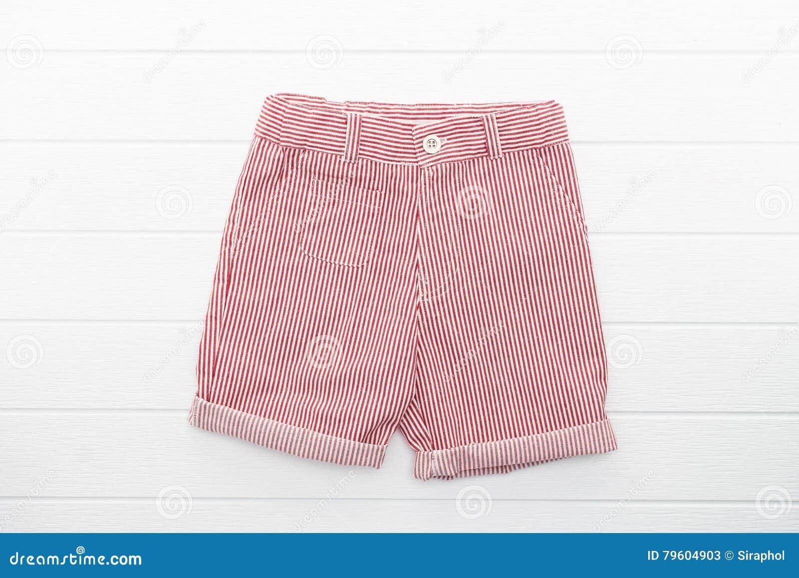 Calças curtos e roupa