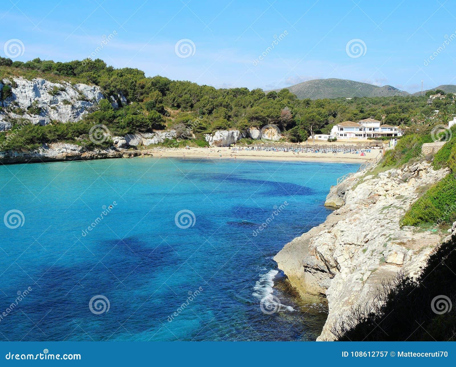 Cala埃斯塔尼d `与美妙的绿松石海, Cala Romantica,波尔图克里斯多,马略卡的en Mas美丽的海湾的风景