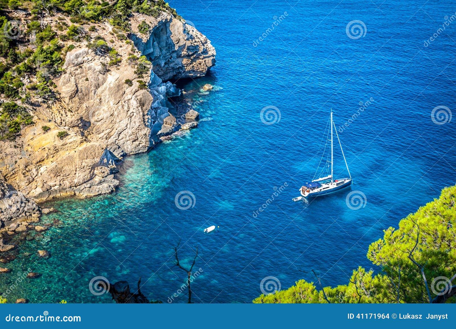 Cala Tarida i den Ibiza stranden San Jose på Balearic Island