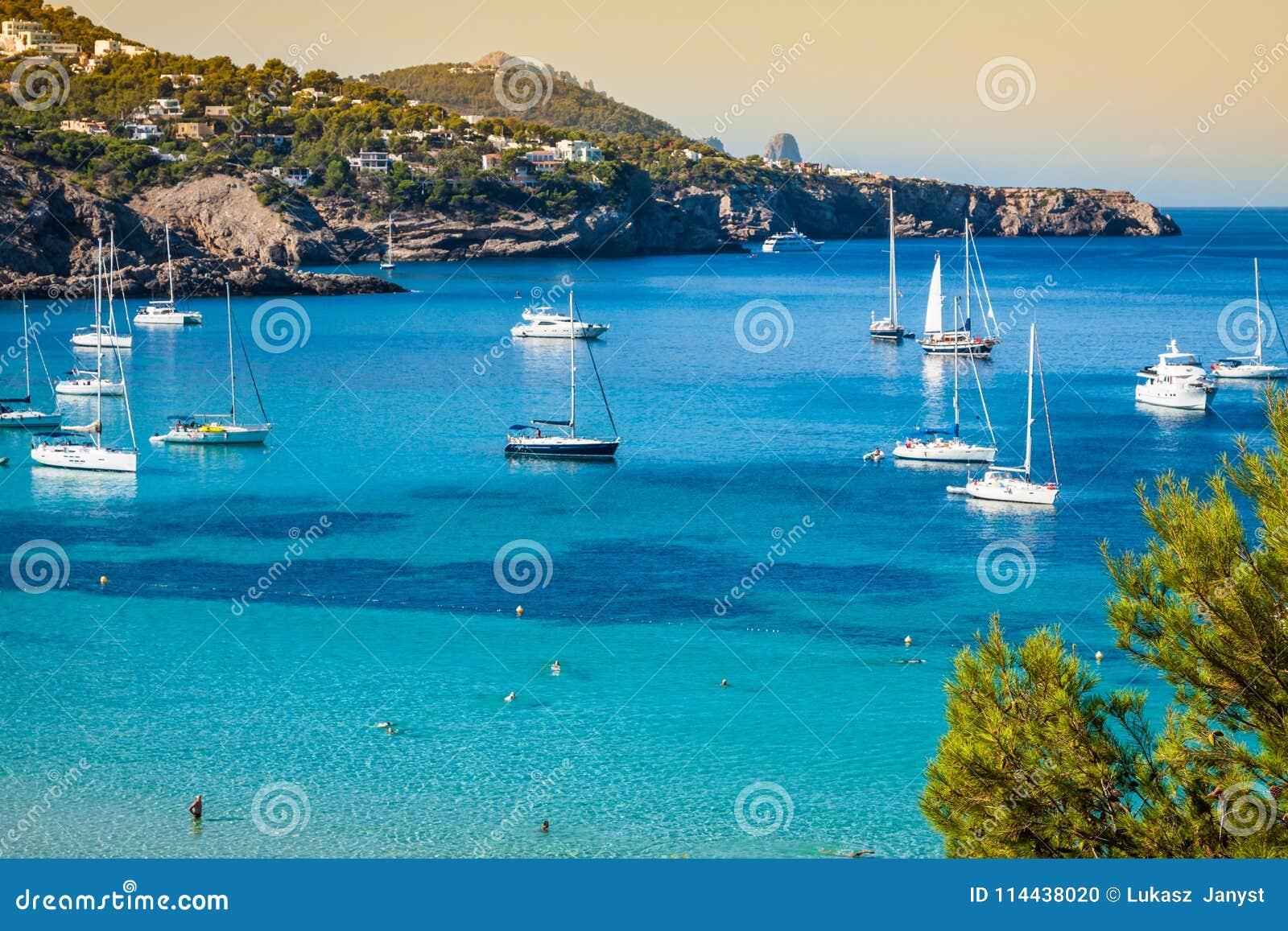 Cala Tarida in Ibiza-Strand San Jose in den Balearischen Inseln