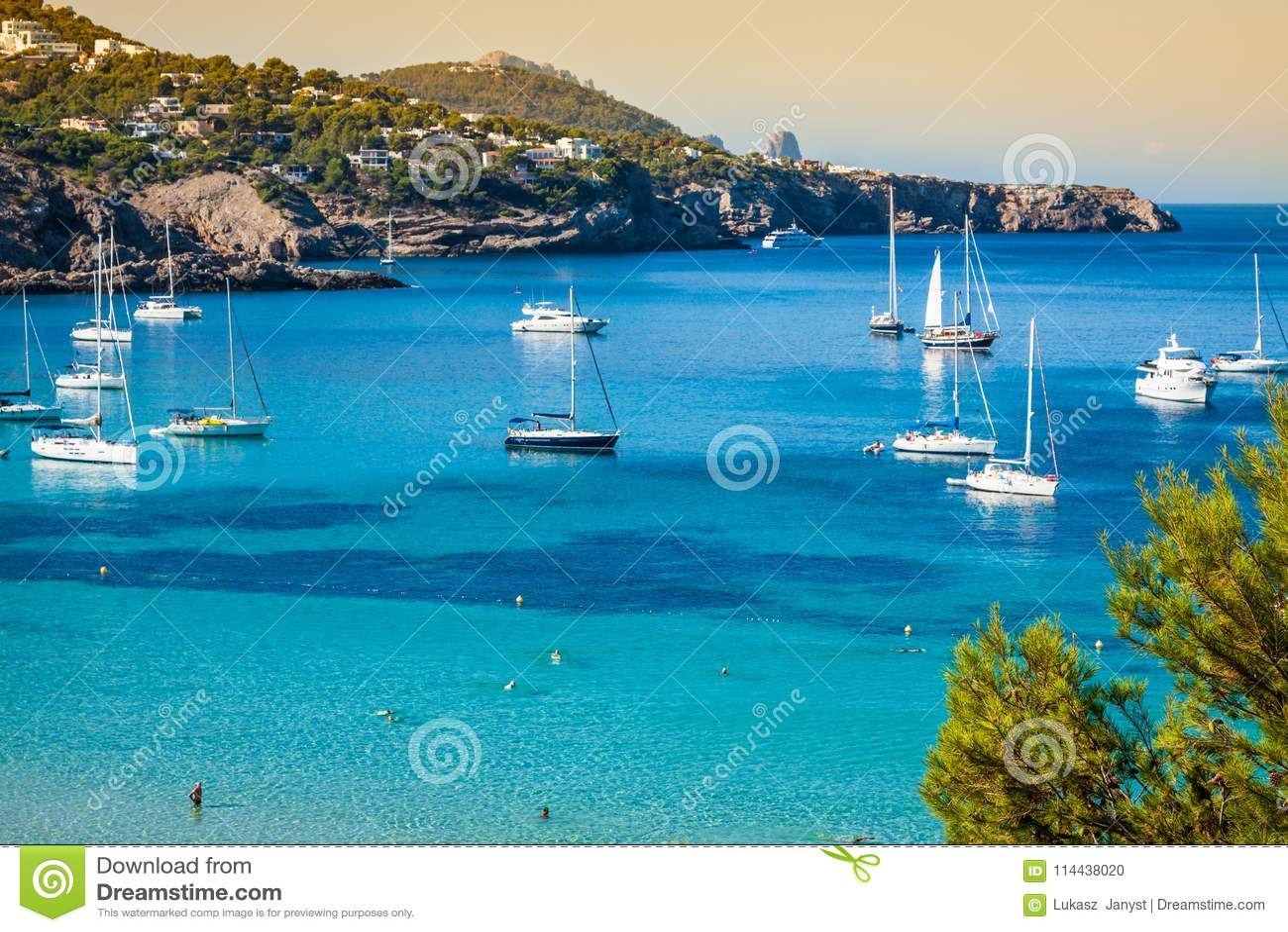 Cala Tarida in spiaggia San José di Ibiza alle Isole Baleari