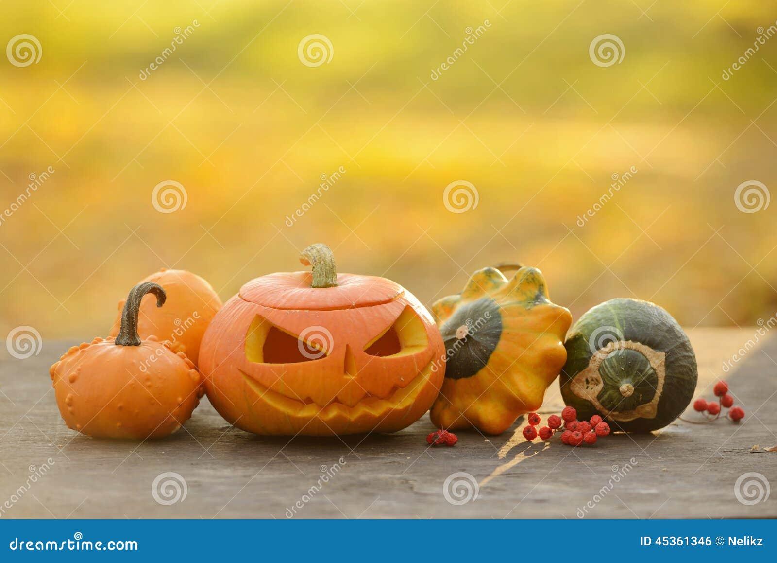Calabaza de Halloween en tablones de madera