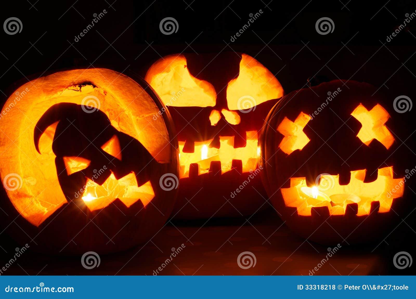 Calabazas de Halloween que brillan intensamente