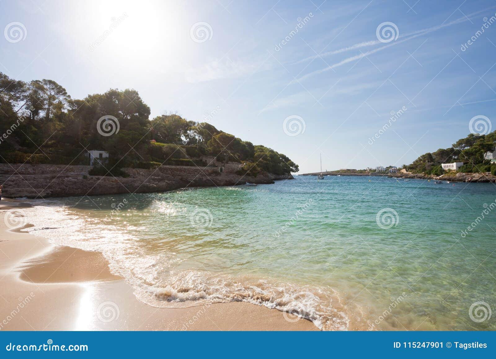 Download ` Calas D Oder, Mallorca - Sonnenuntergang Am Schönen Strand Von ` O Calas D Stockbild - Bild von antriebswellen, strahlen: 115247901
