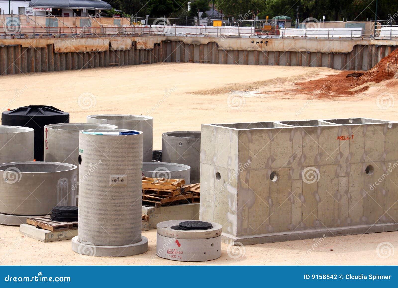 Calcestruzzo prefabbricato nel pozzo del cantiere fotografia stock ...