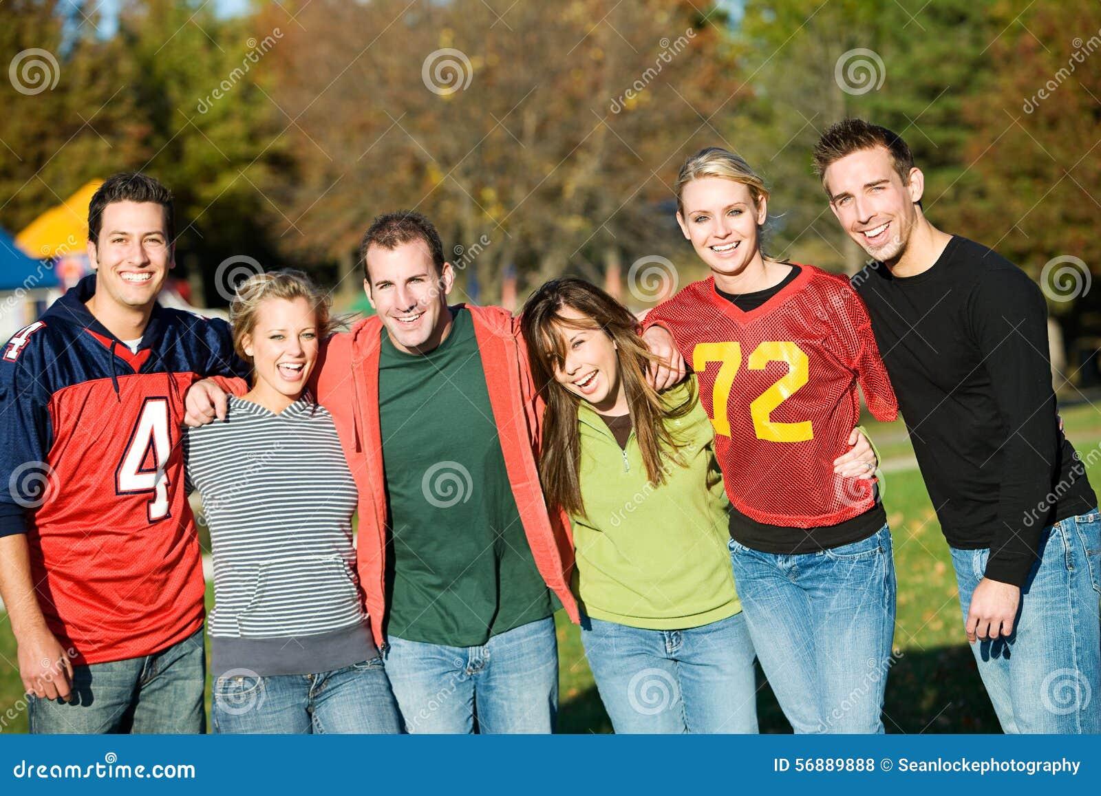 Calcio: Gruppo di amici su Autumn Day
