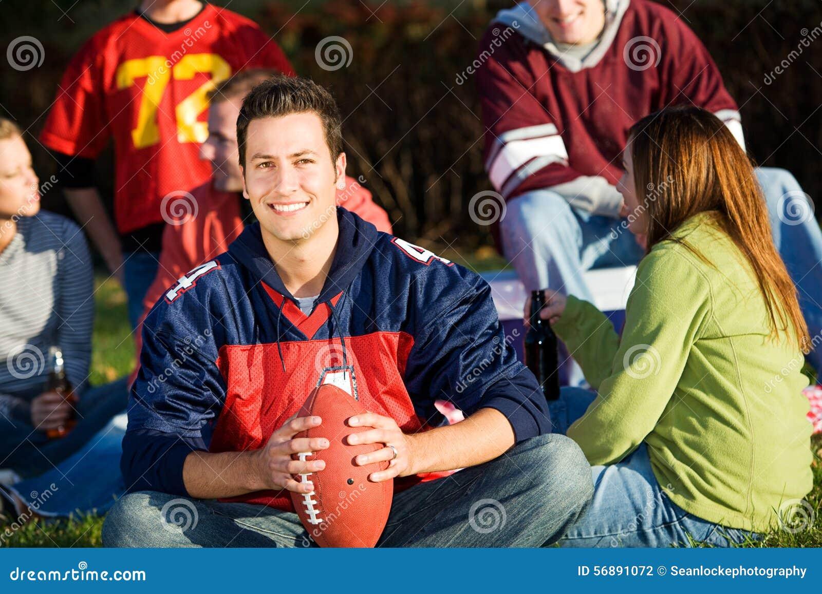 Calcio: Tipo di calcio con gli amici al picnic
