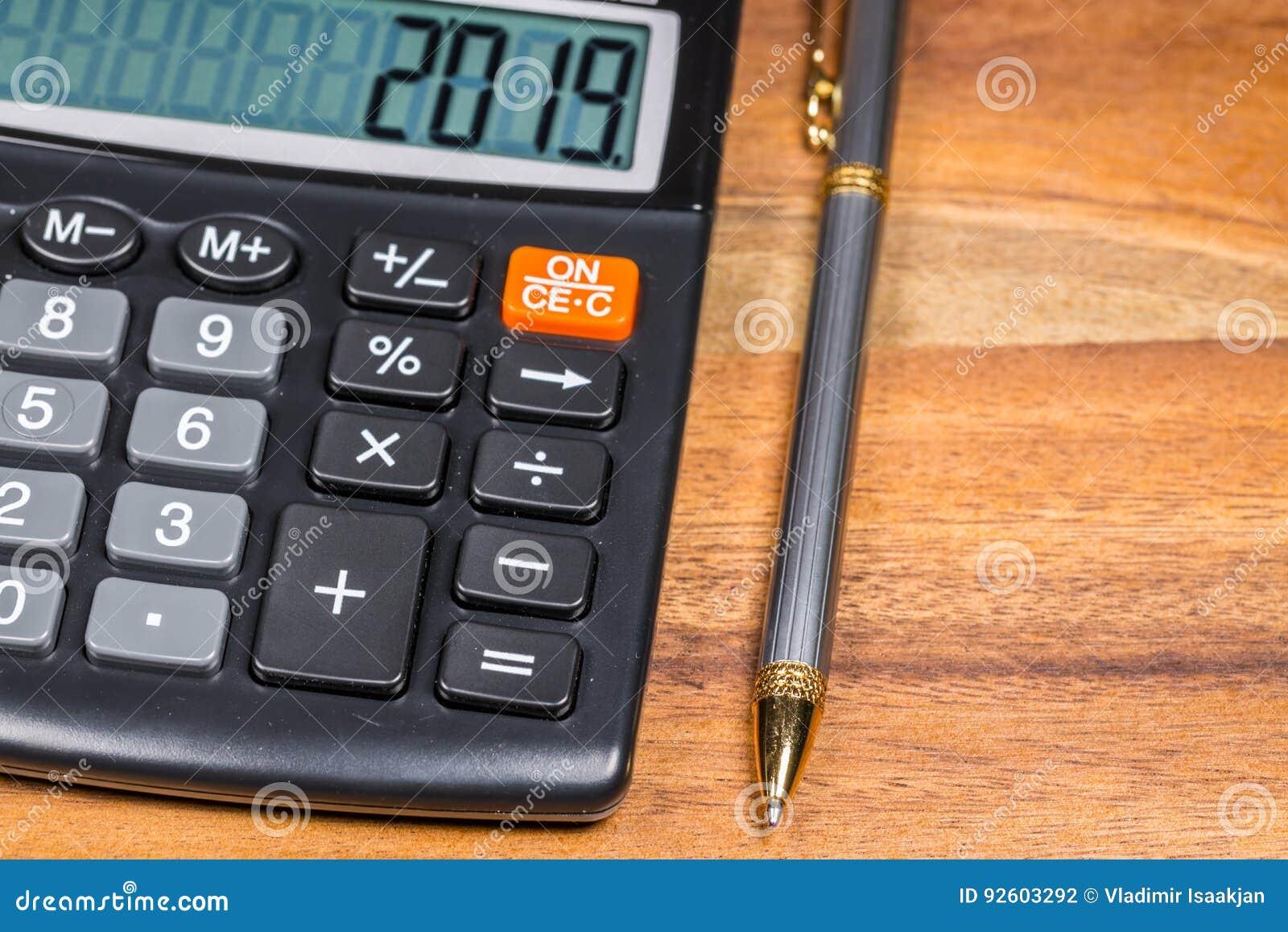 Calculadora y Pen On Wood
