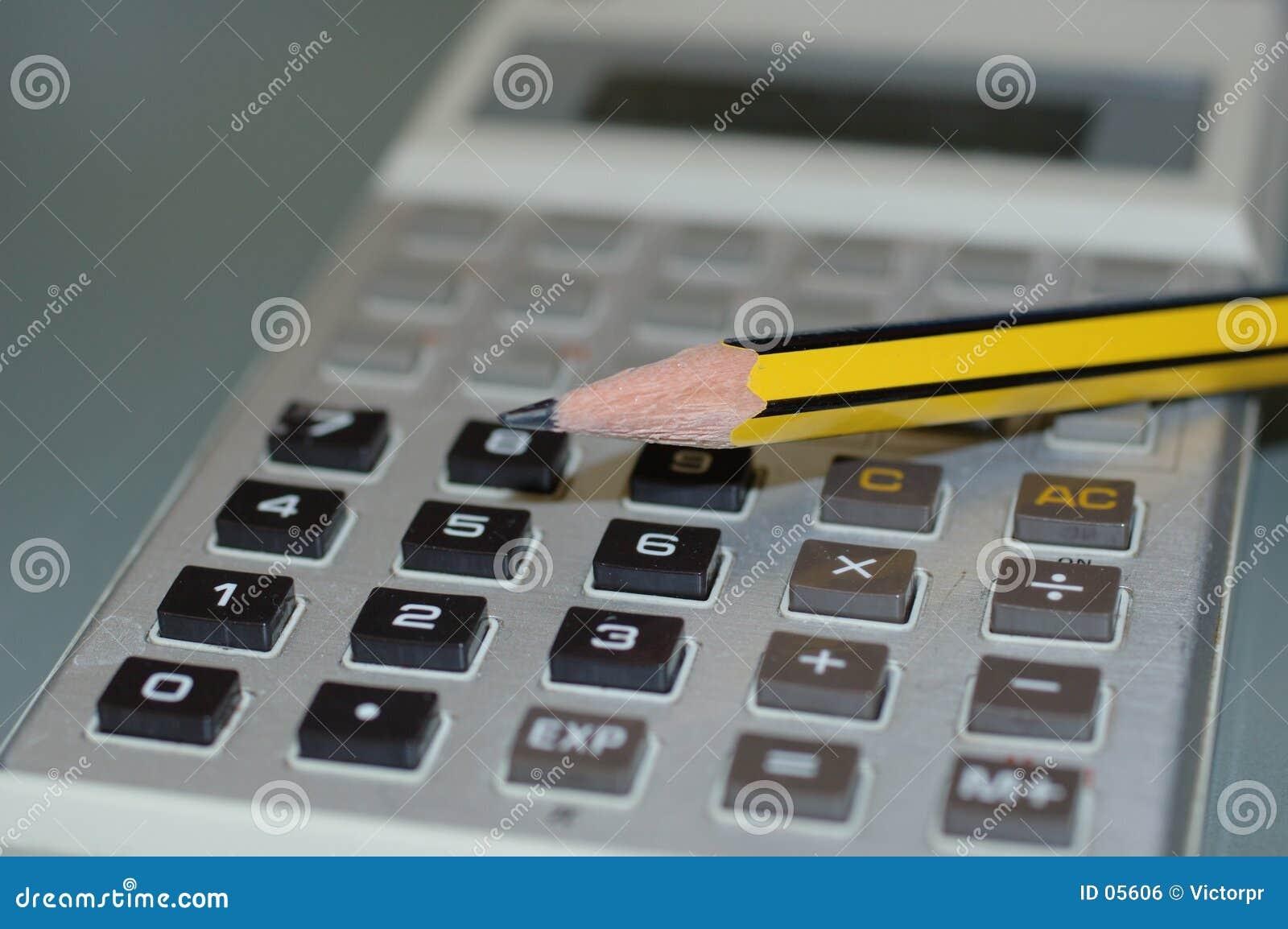 Calculadora y un lápiz