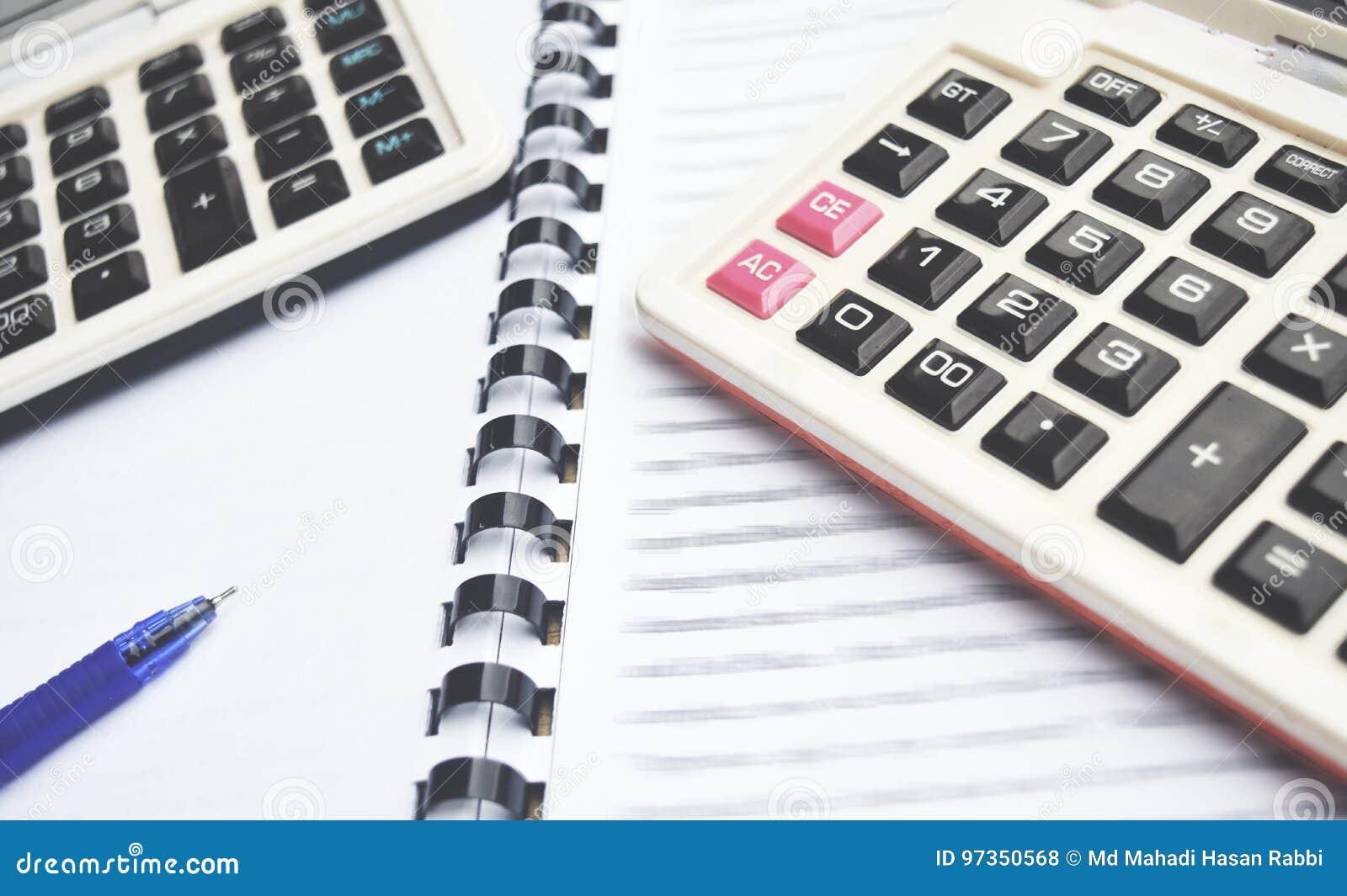 2 calculator op Notitieboekje met pen