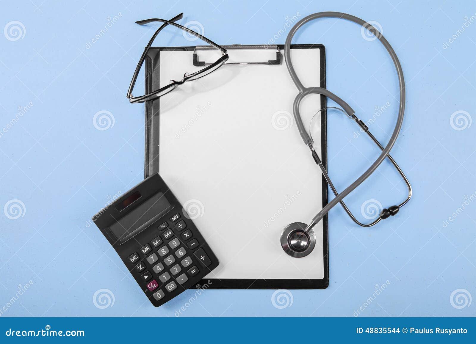 Calculatrice avec le presse-papiers médical