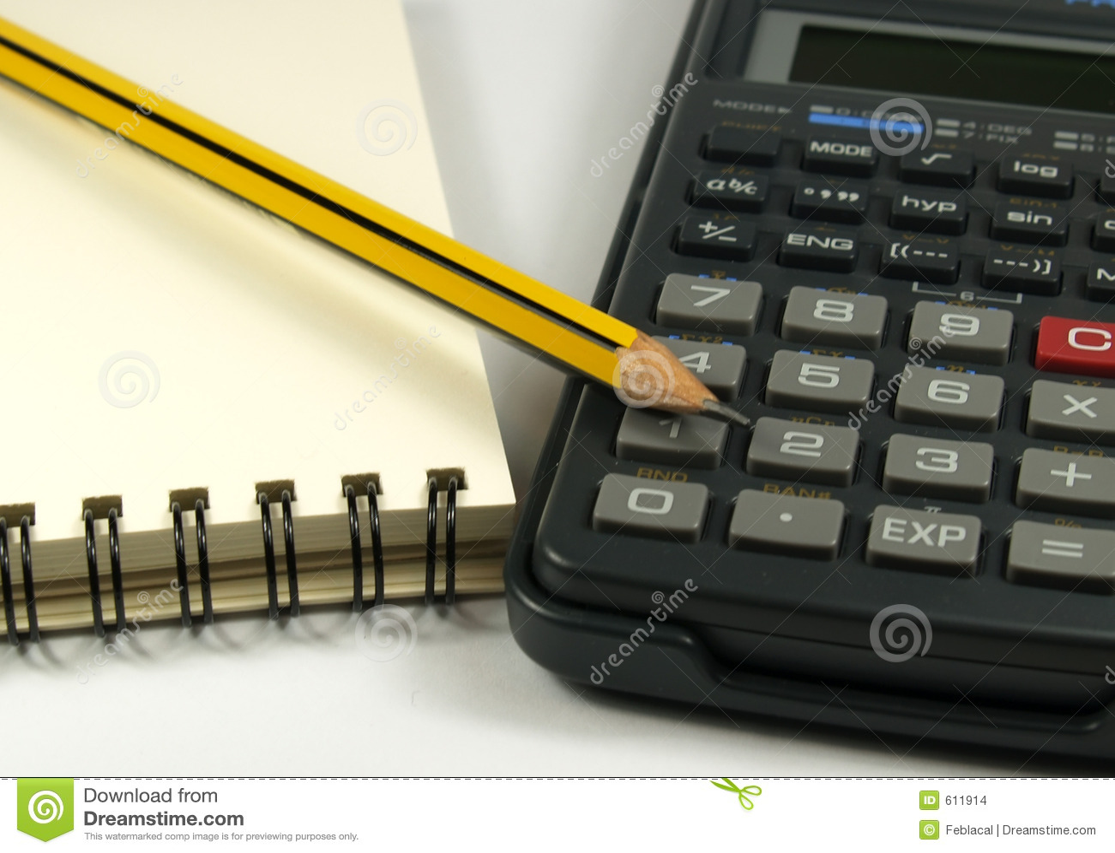 Calculatrice et crayon