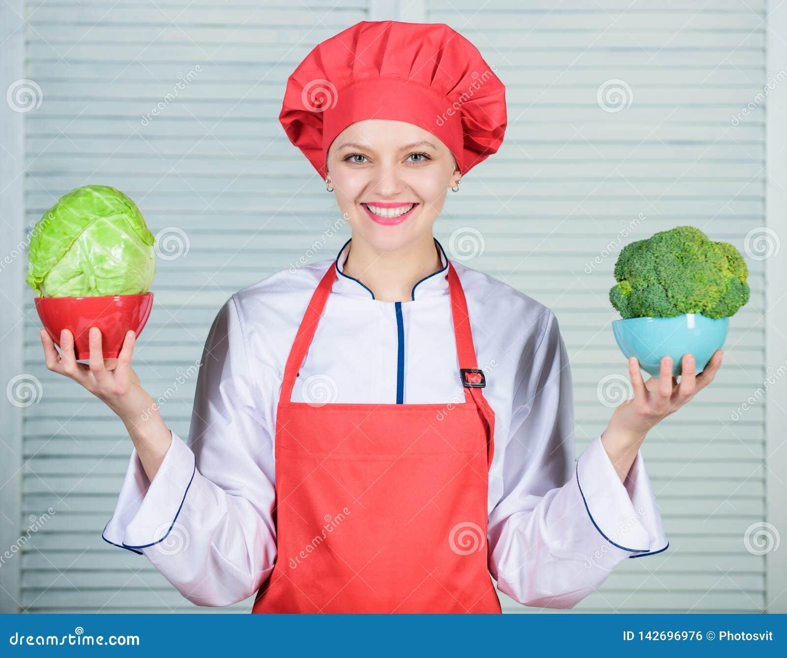 Calcule seu tamanho dos servi?os do alimento Dieta e conceito de dieta Quantas parcelas voc? gostariam de comer Calcule normal