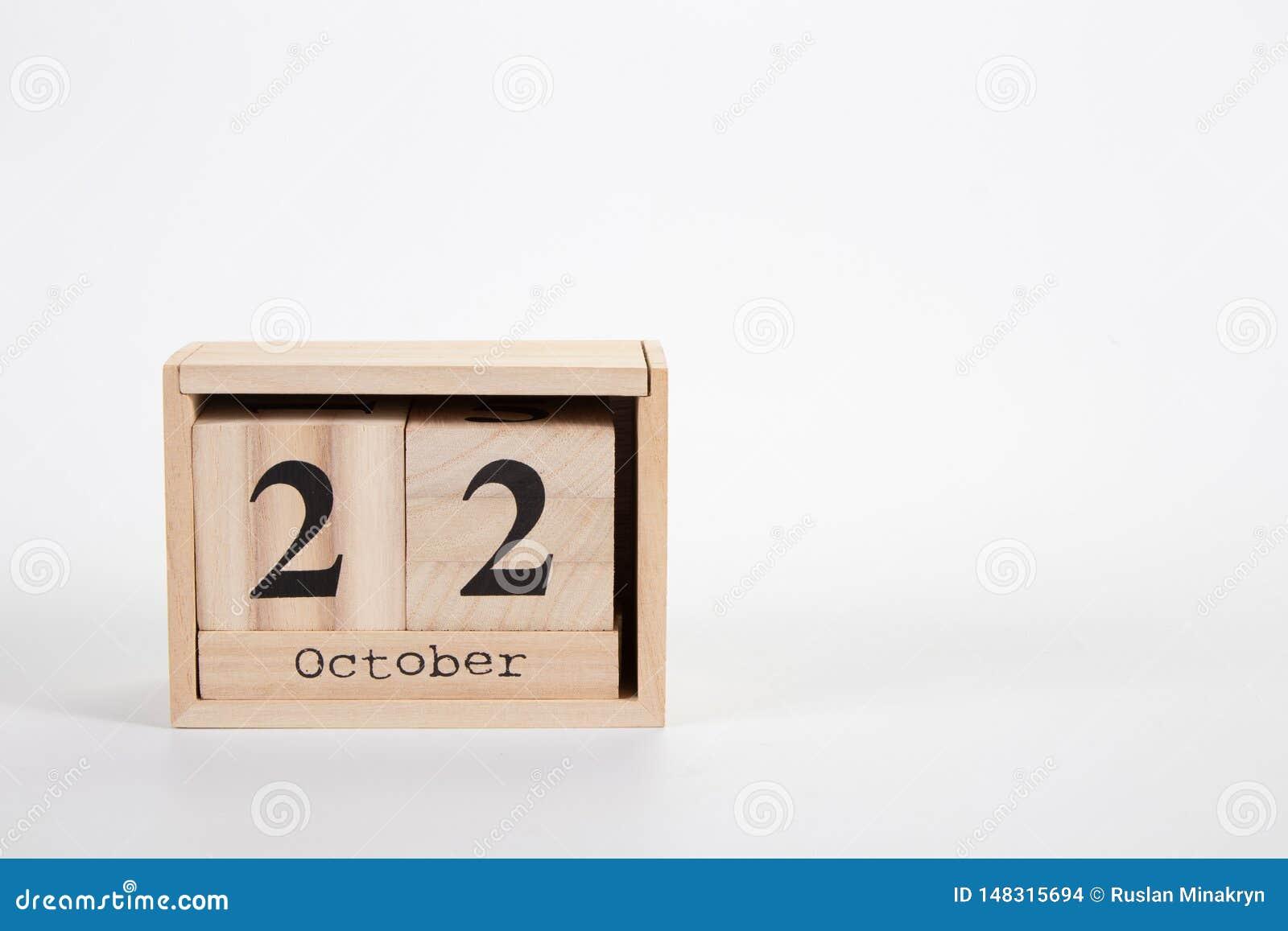 Calendário o 22 de outubro de madeira em um fundo branco