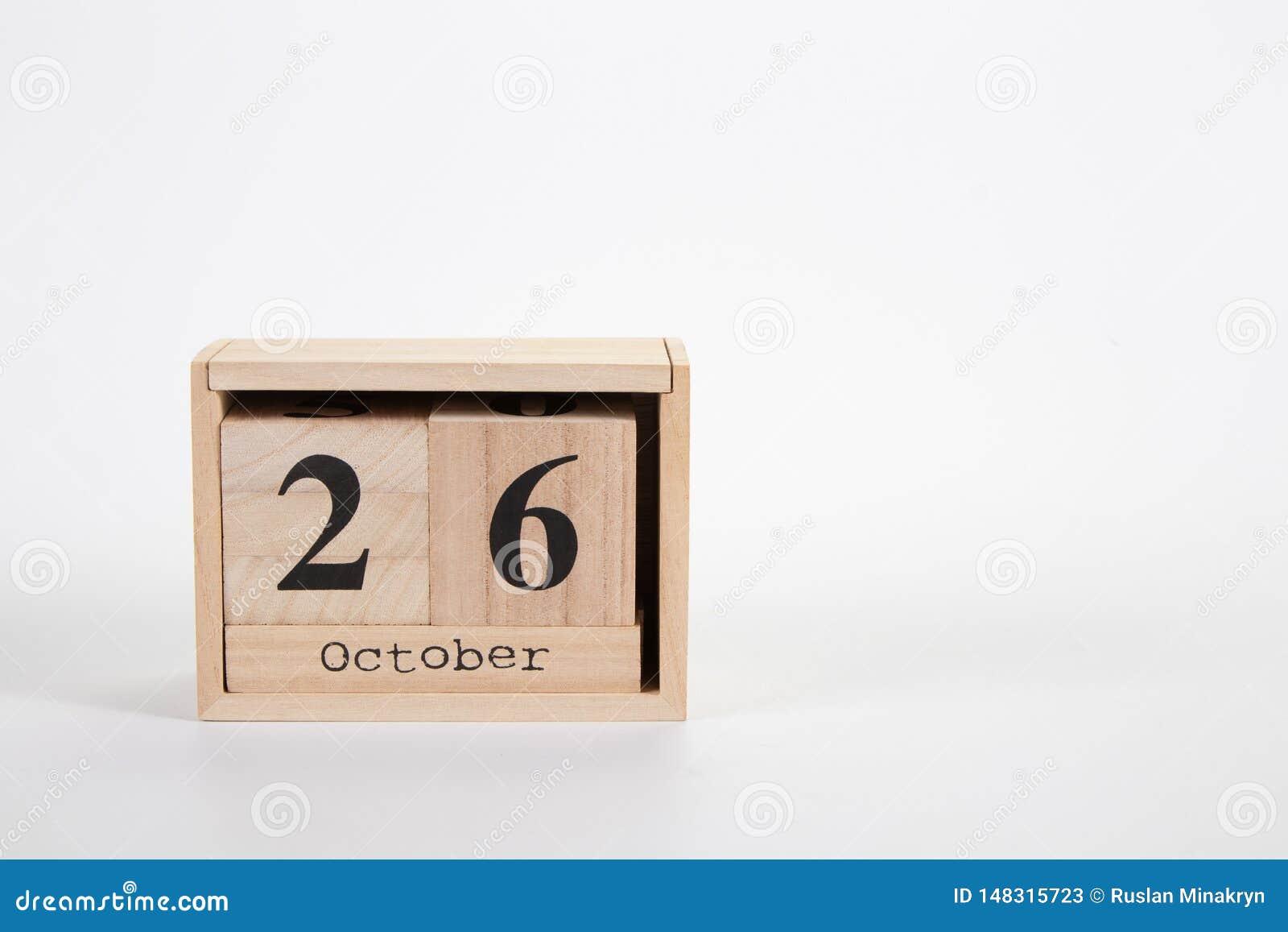 Calendário o 26 de outubro de madeira em um fundo branco