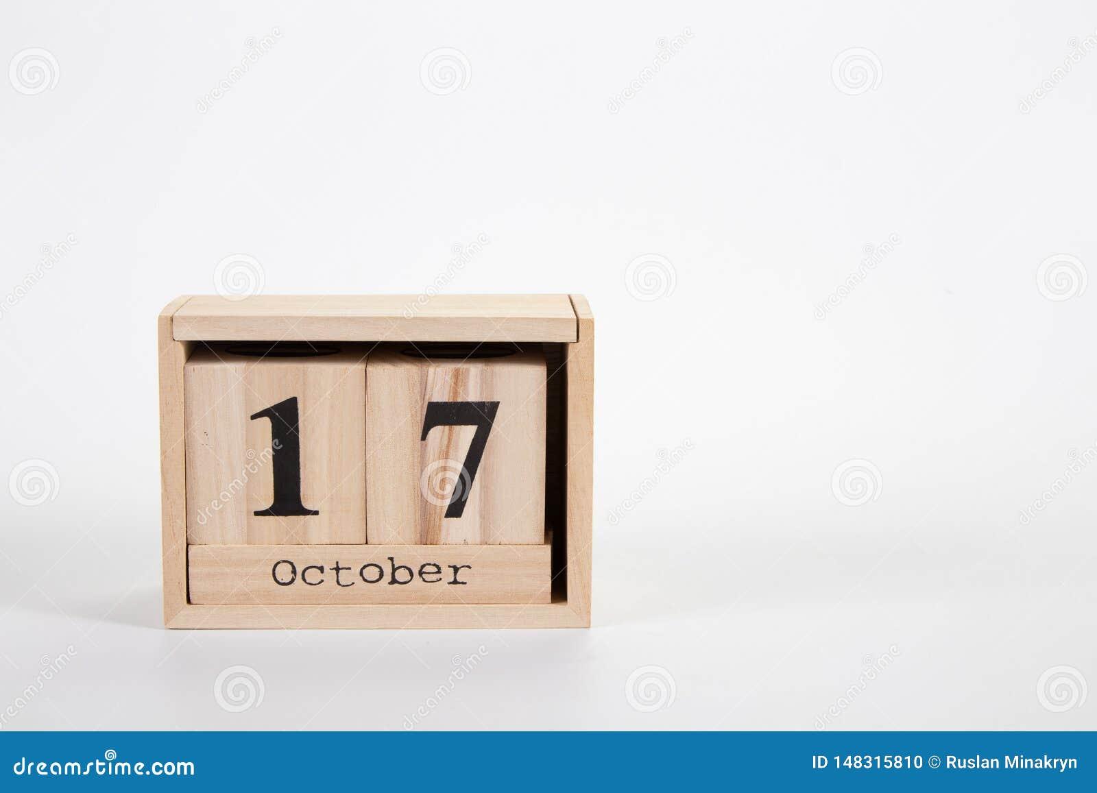 Calendário o 17 de outubro de madeira em um fundo branco