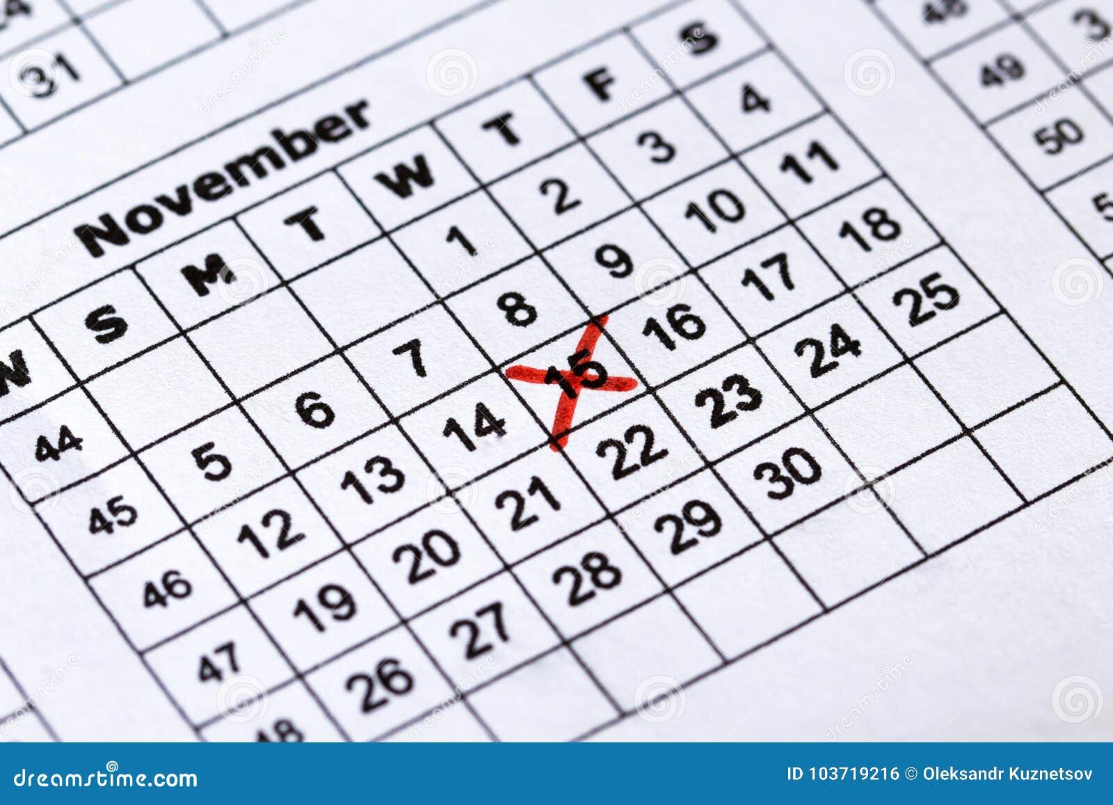 Calendar a data da cruz vermelha na vista macro