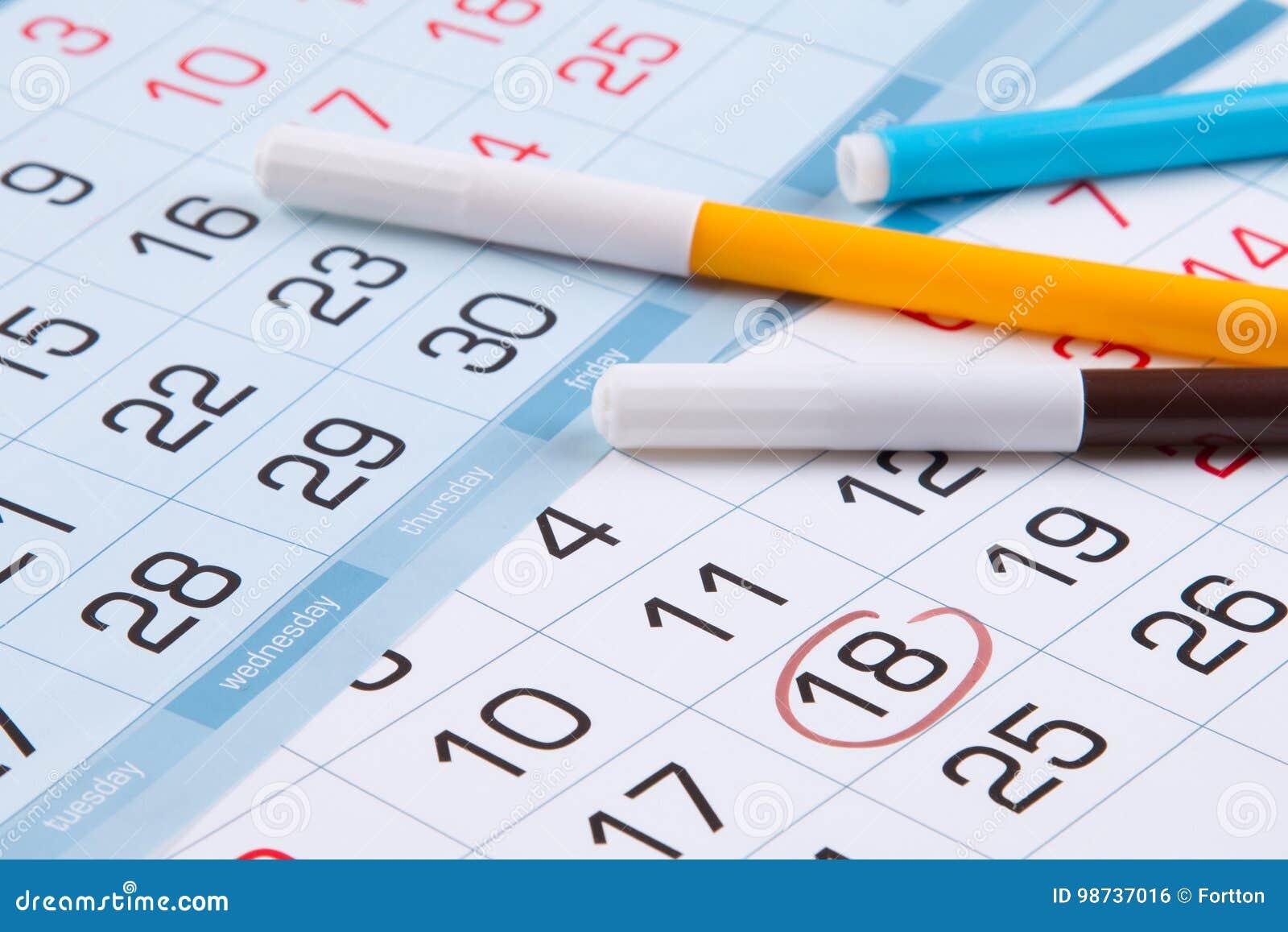 Marca Calendario.Calendario Con Una Marca De Un Dia Especifico Y De Marcadores