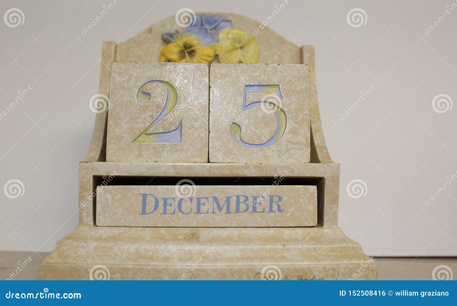 Calendario da scrivania rappresentazione 25 dicembre ceramico