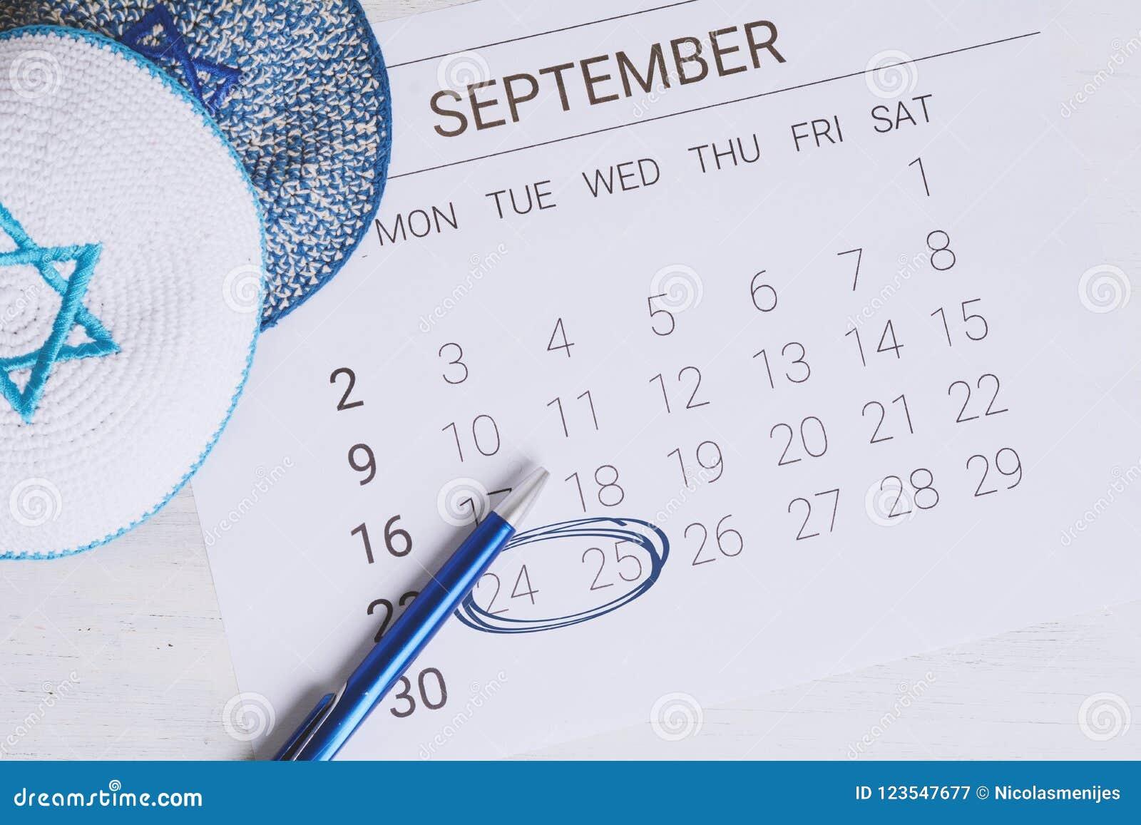 Calendario Ebreo.Calendario Di Settembre Con Kippah Immagine Stock Immagine