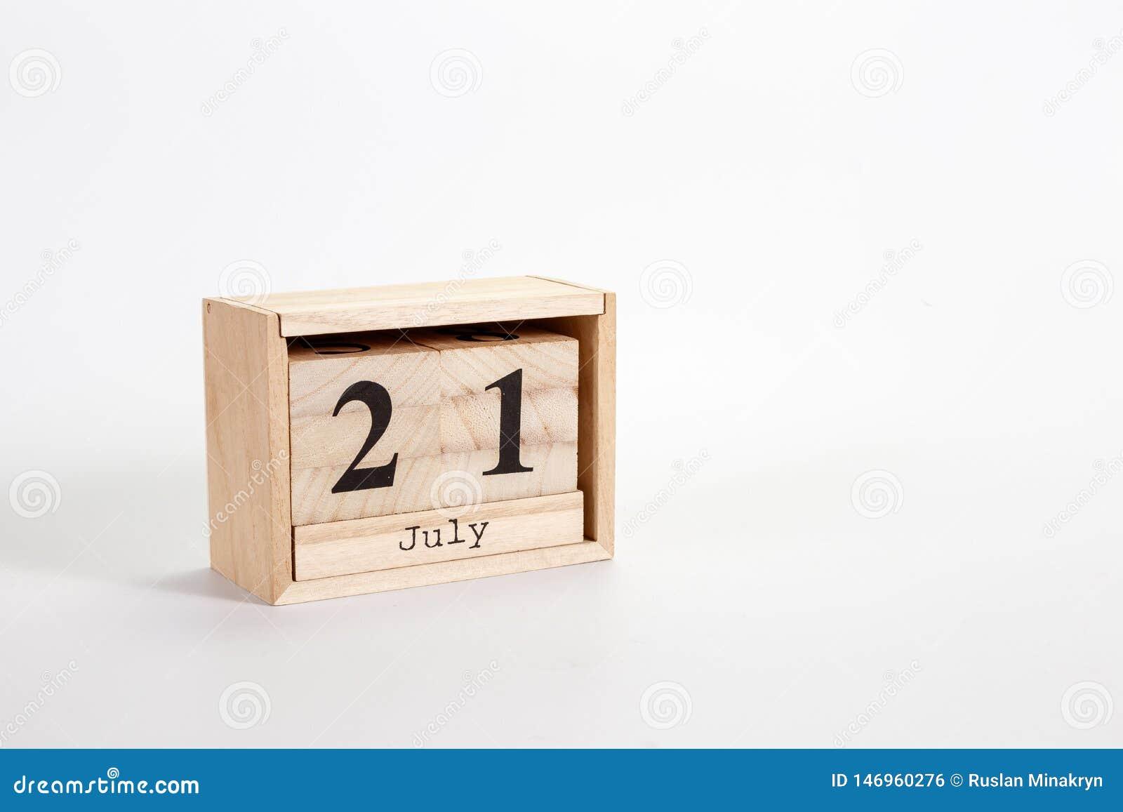 Calendario 21 luglio di legno su un fondo bianco