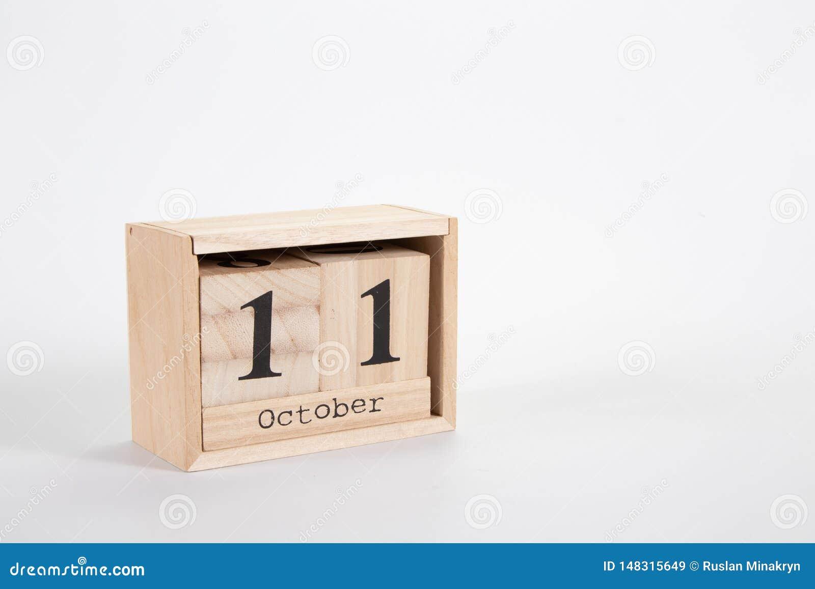 Calendario 11 ottobre di legno su un fondo bianco