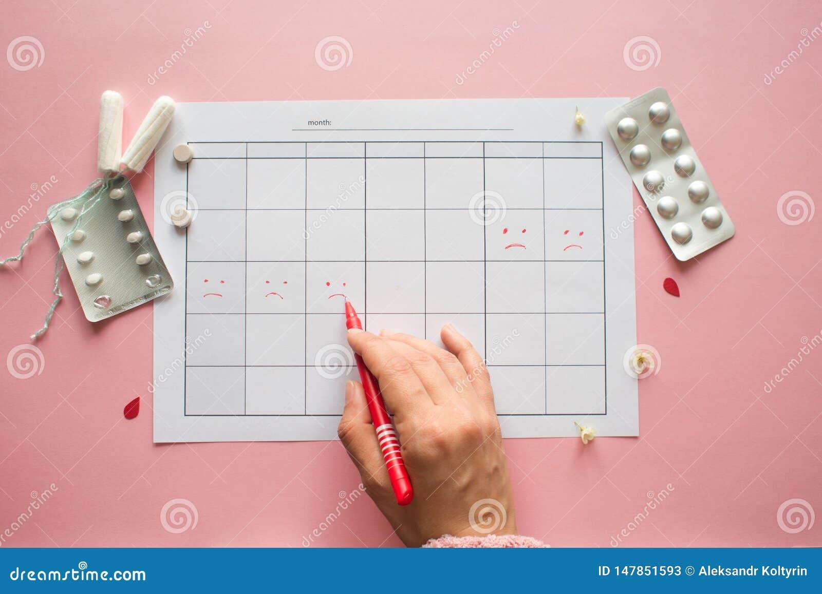 Calendario para el mes y la marca del ciclo menstrual PMS y el concepto cr?tico de los d?as