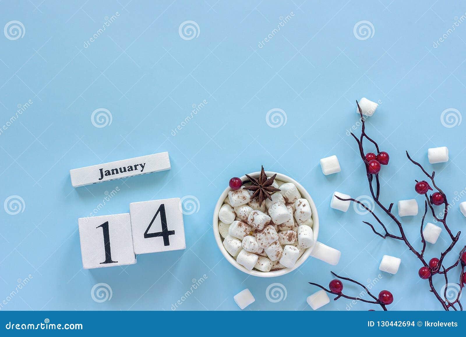 Calendario taza del 14 de enero de cacao, de melcochas y de bayas de la rama