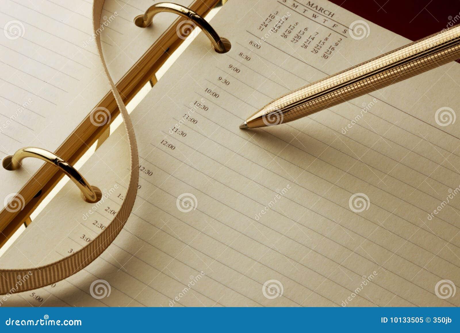 Calendario y pluma de cita