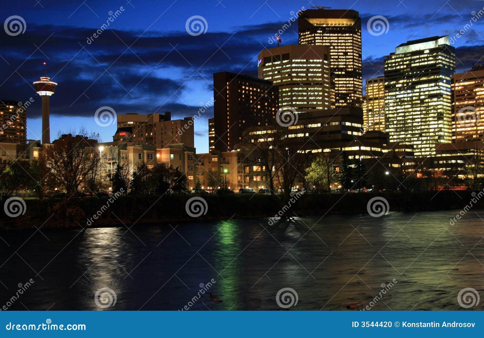 Calgary i stadens centrum natt