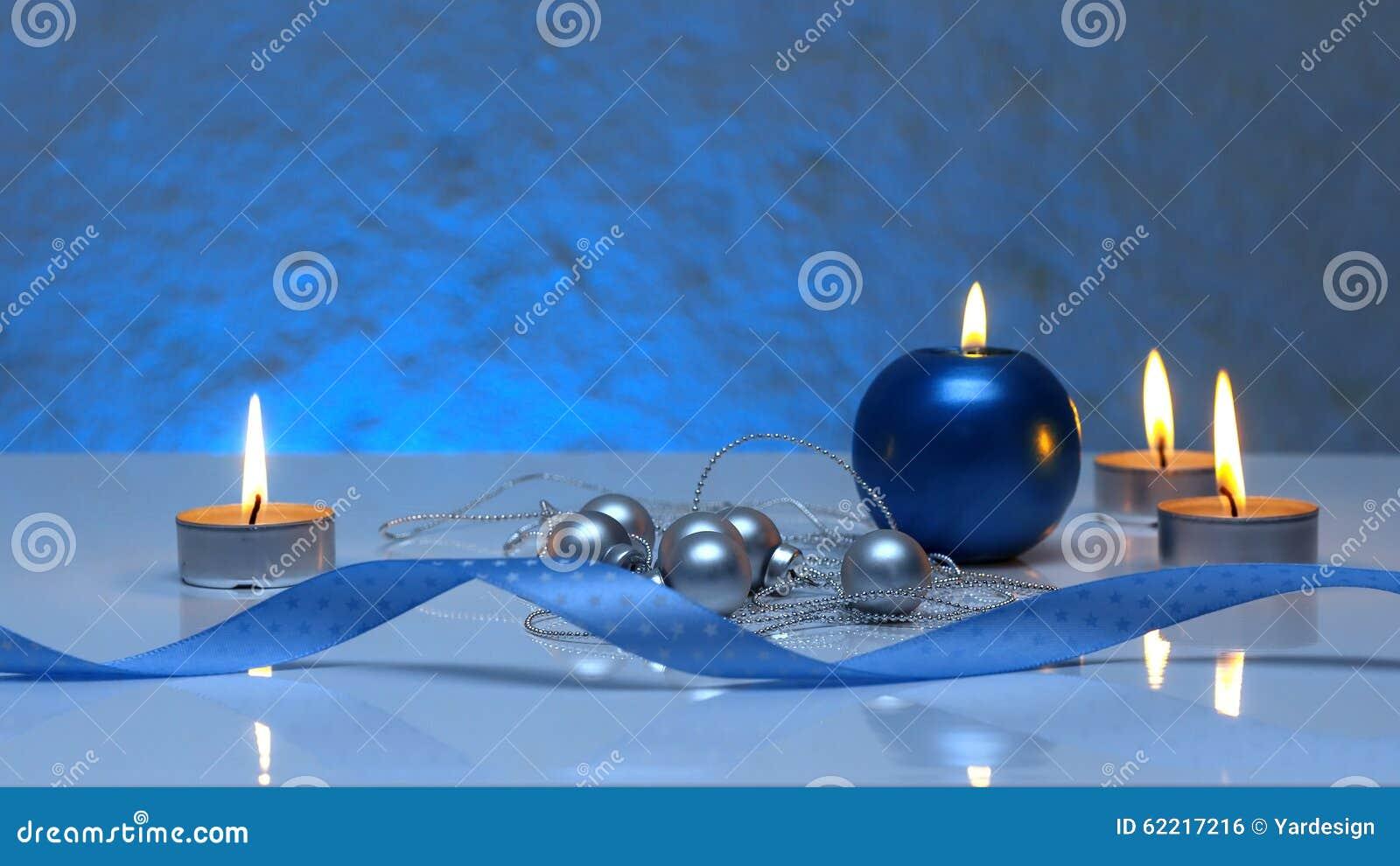 Calibre de carte de voeux fait de bougies de bleu et de th boules argent es de no l ficelle - Motif carte de voeux ...