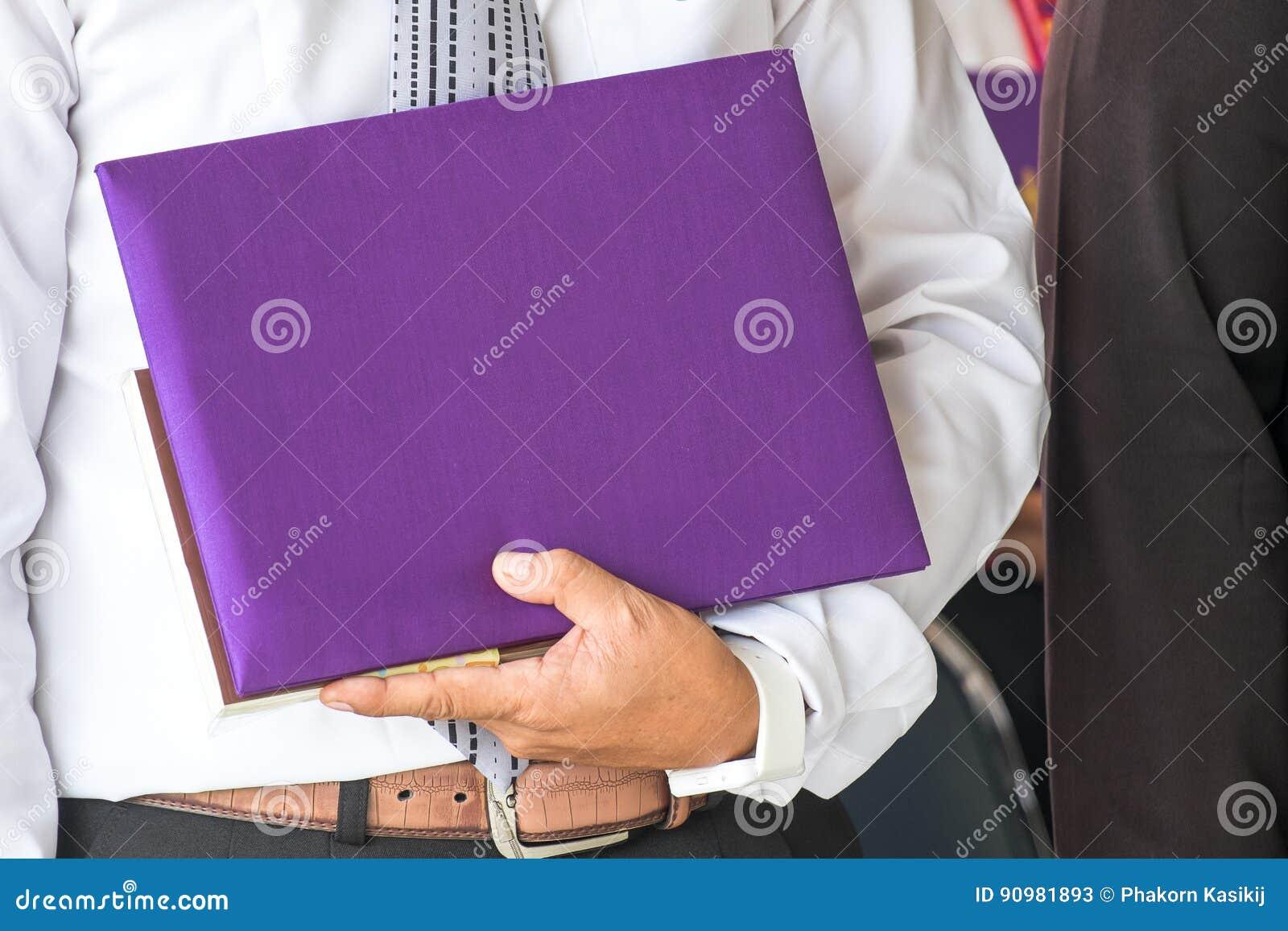 Calibre vide de certificat avec la couverture en soie pourpre de haute qualité
