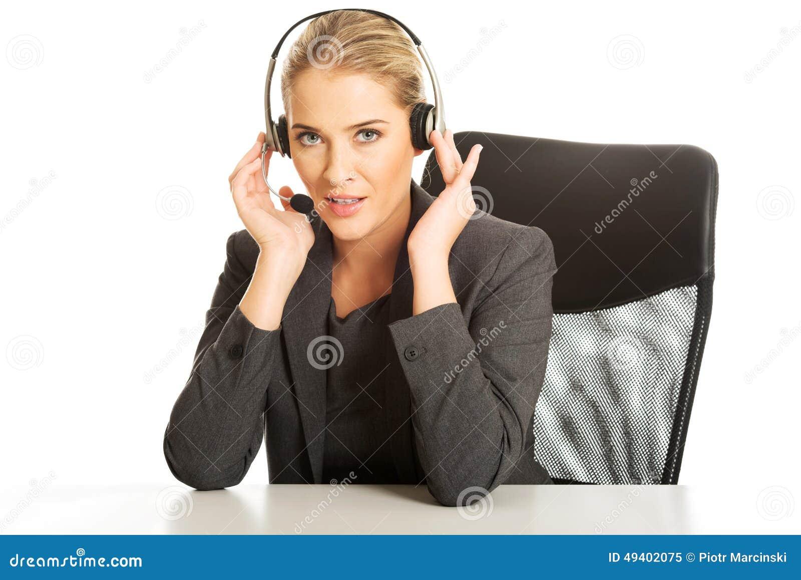Download Call-Center-Frau, Die Am Schreibtisch Sitzt Stockbild - Bild von assistent, erwachsener: 49402075