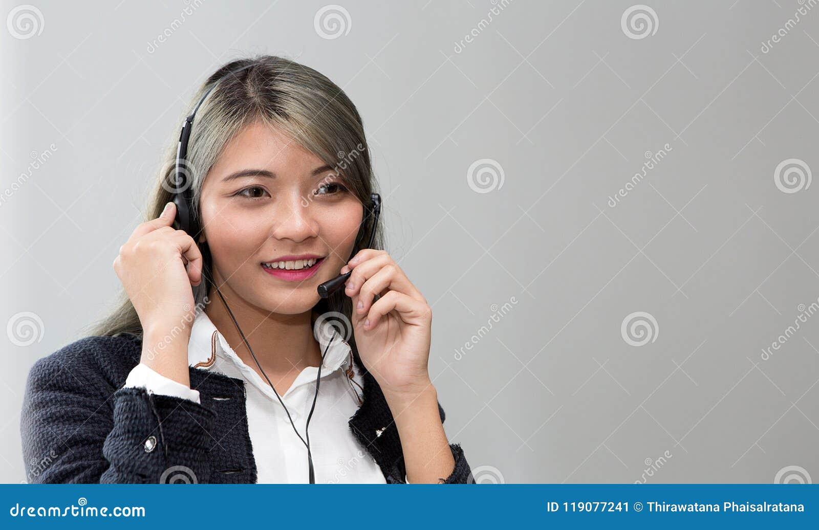 Call-Center-Konzept Porträt des Betreibers Kundenbetreuungsbetreiber bei der Arbeit