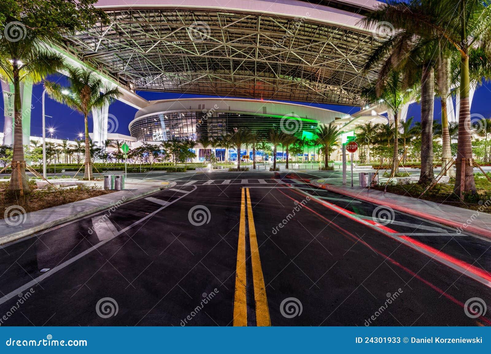 Calle al nuevo parque de los marlines en Miami